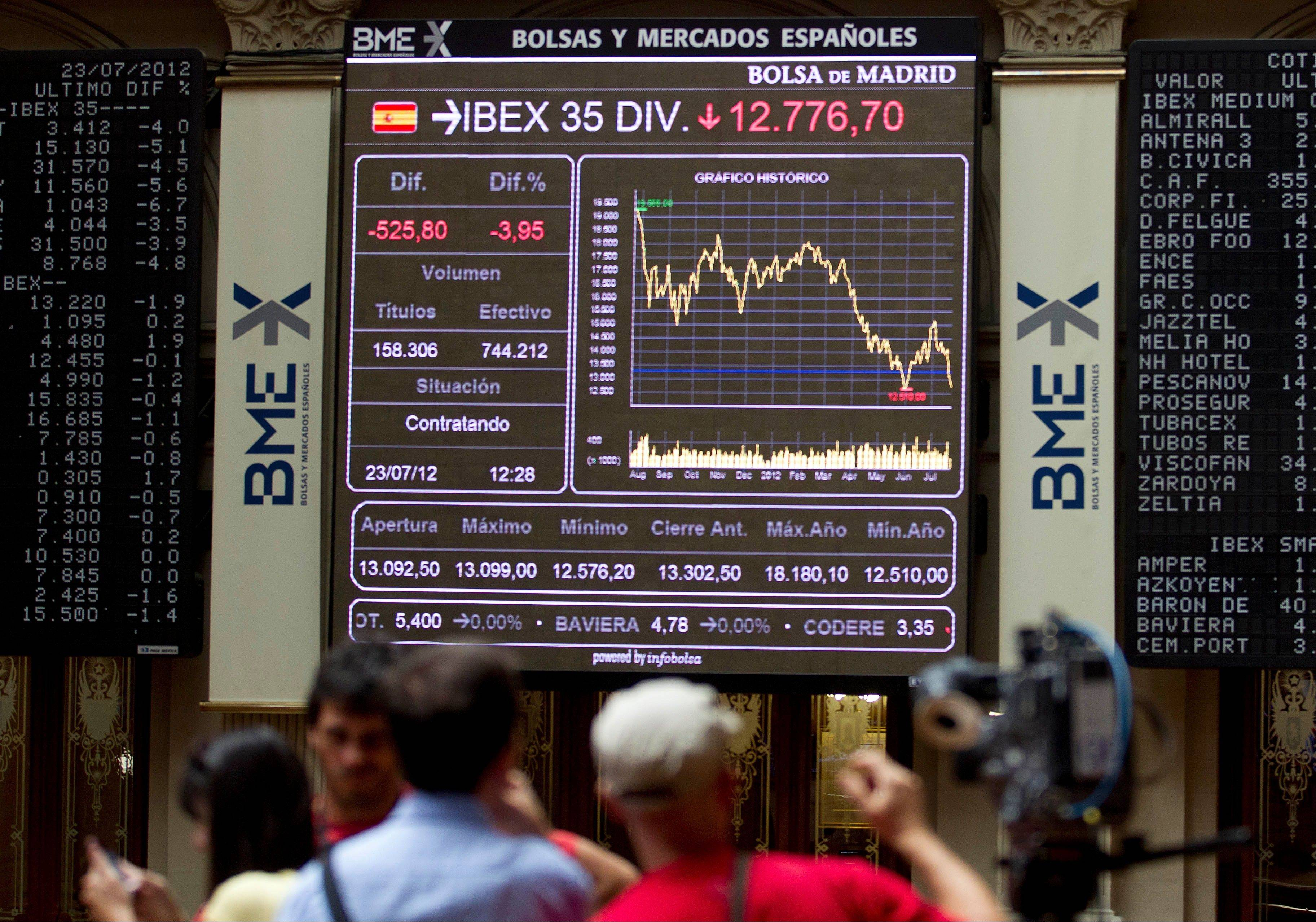 Journalists work at the Stock Exchange in Madrid Monday. The Bank of Spain said the country�s recession-plagued economy contracted 0.4 percent in the second quarter, a performance even worse than in the first three months of the year.