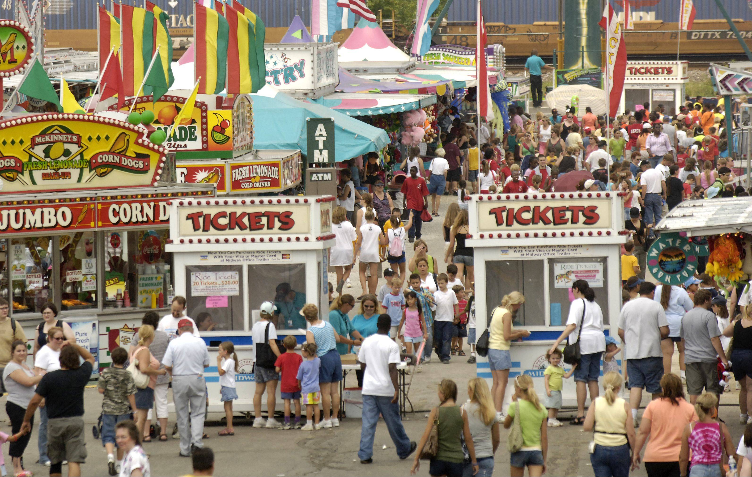 2006: Hot temperatures do little to discourage the midway crowd.