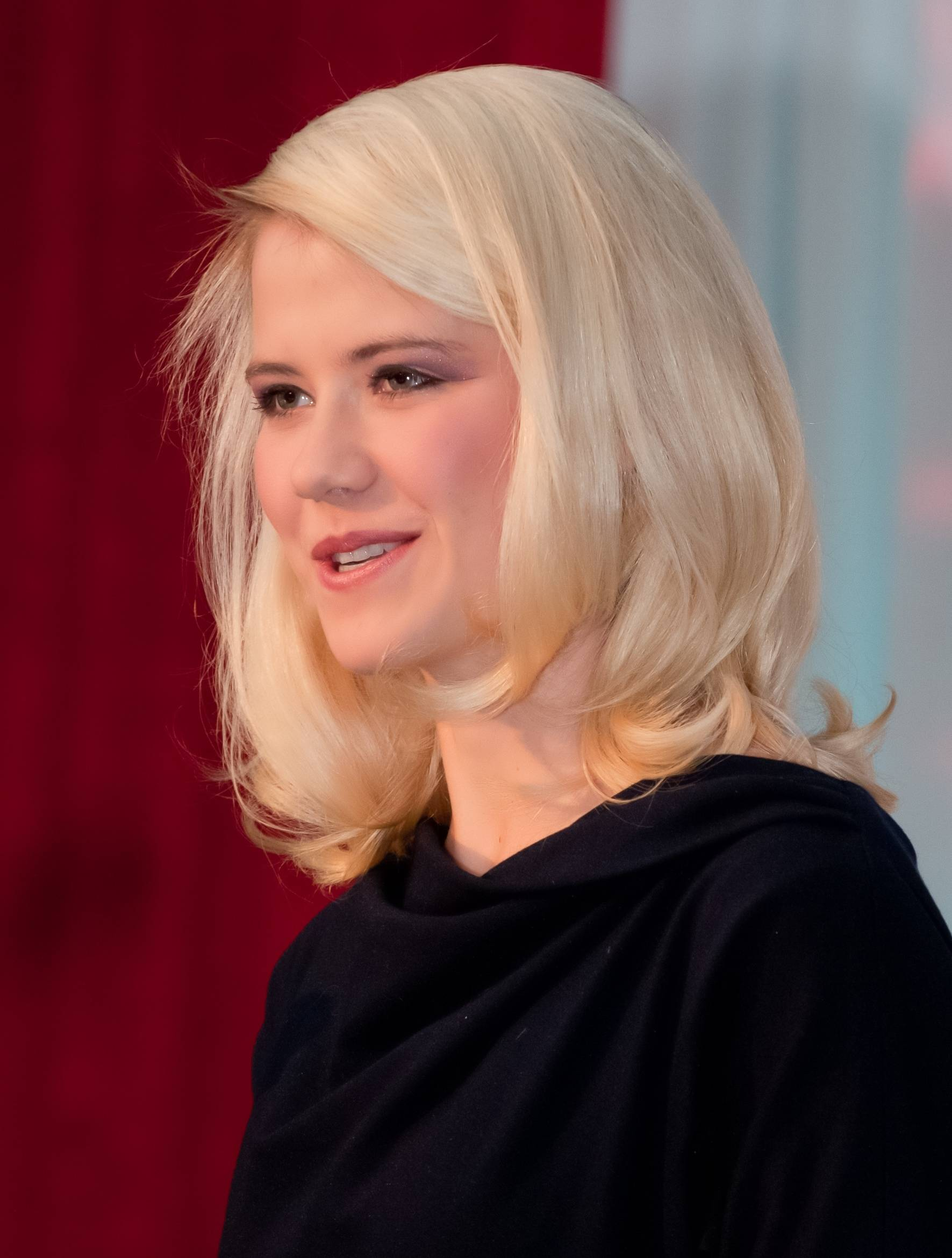 Abduction survivor Elizabeth Smart will speak at Vista's Healthy Woman Dinner on Oct. 4.