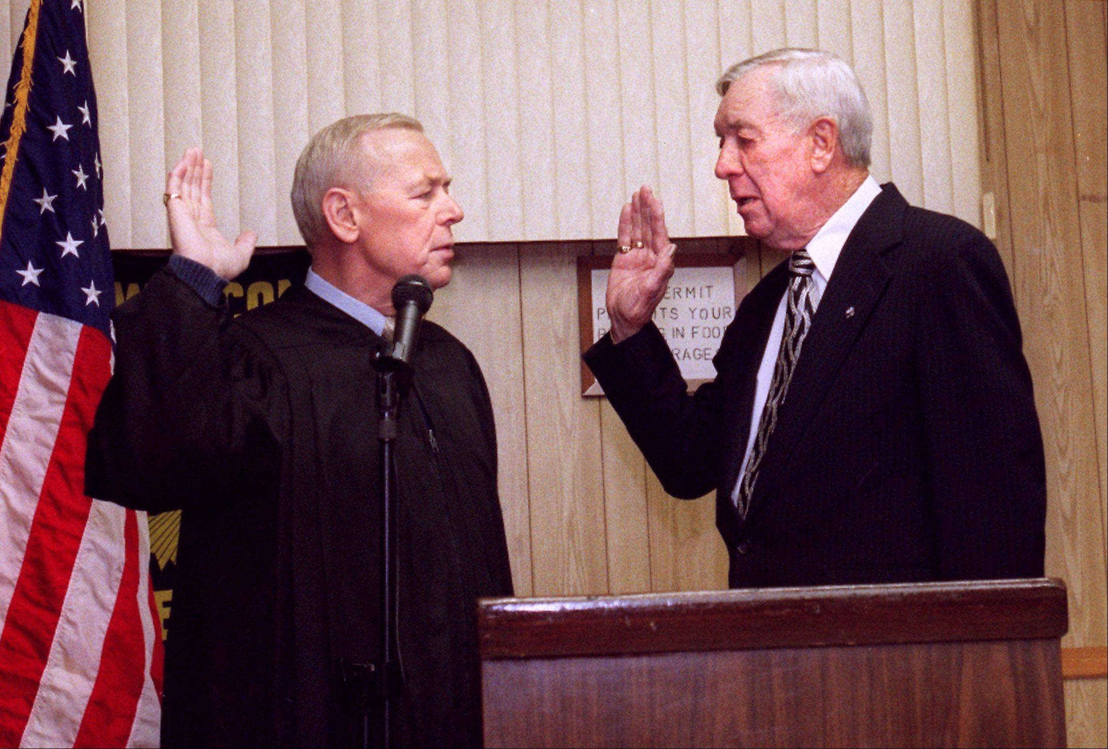 Judge John Darrah, left, swears in Ray Soden into the Illinois Senate at the VFW hall in Wood Dale in 2003.