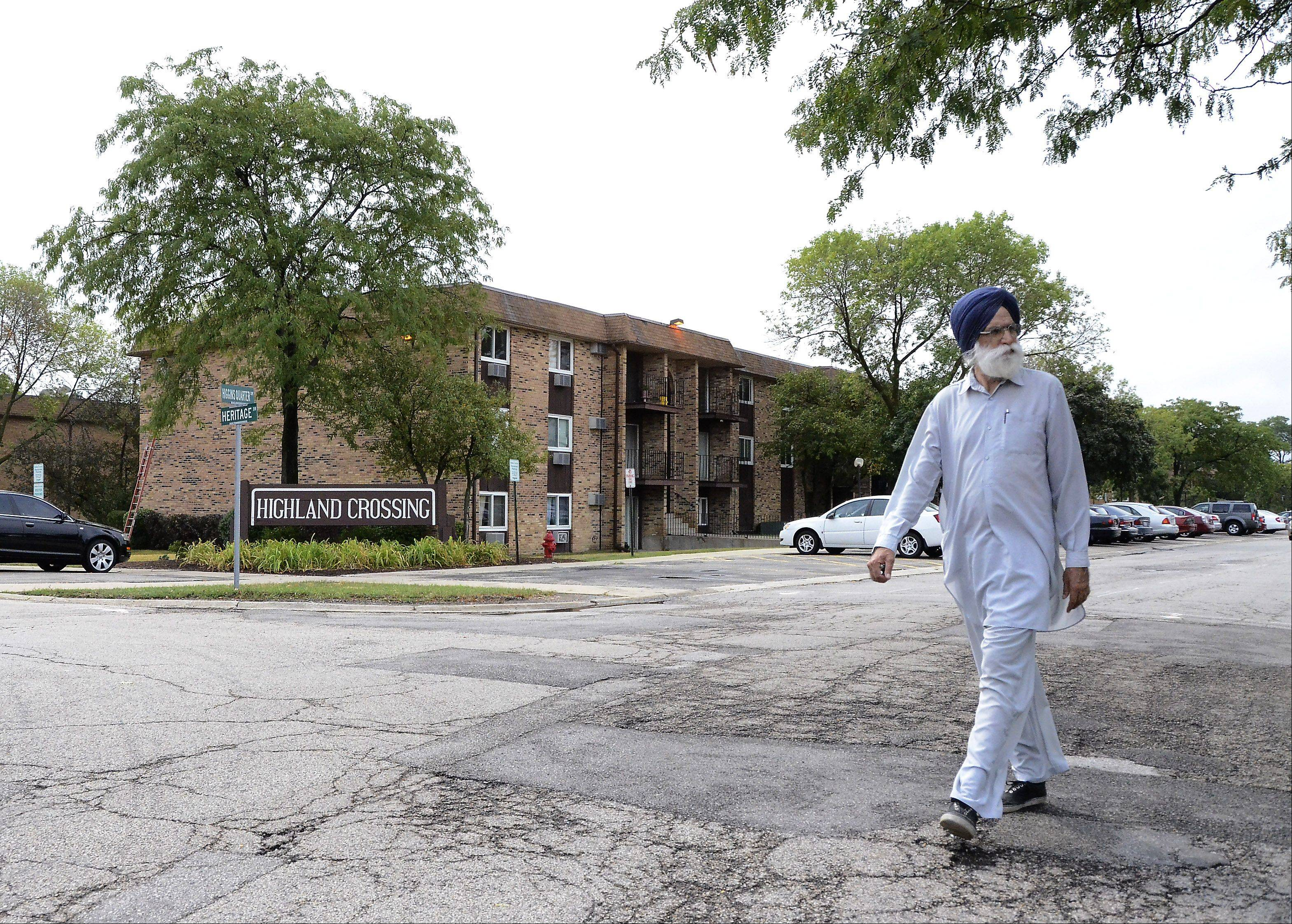 Residents at the Highland Crossing Condominiums in Hoffman Estates are complaining about the way police respond to crime in their neighborhood. Police and village officials will meet with the residents Thursday night.