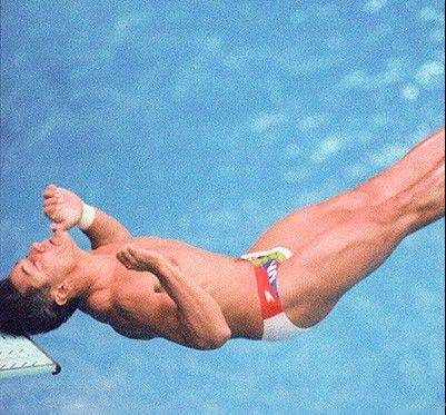 Greg Louganis hits his head in Seoul in 1988.