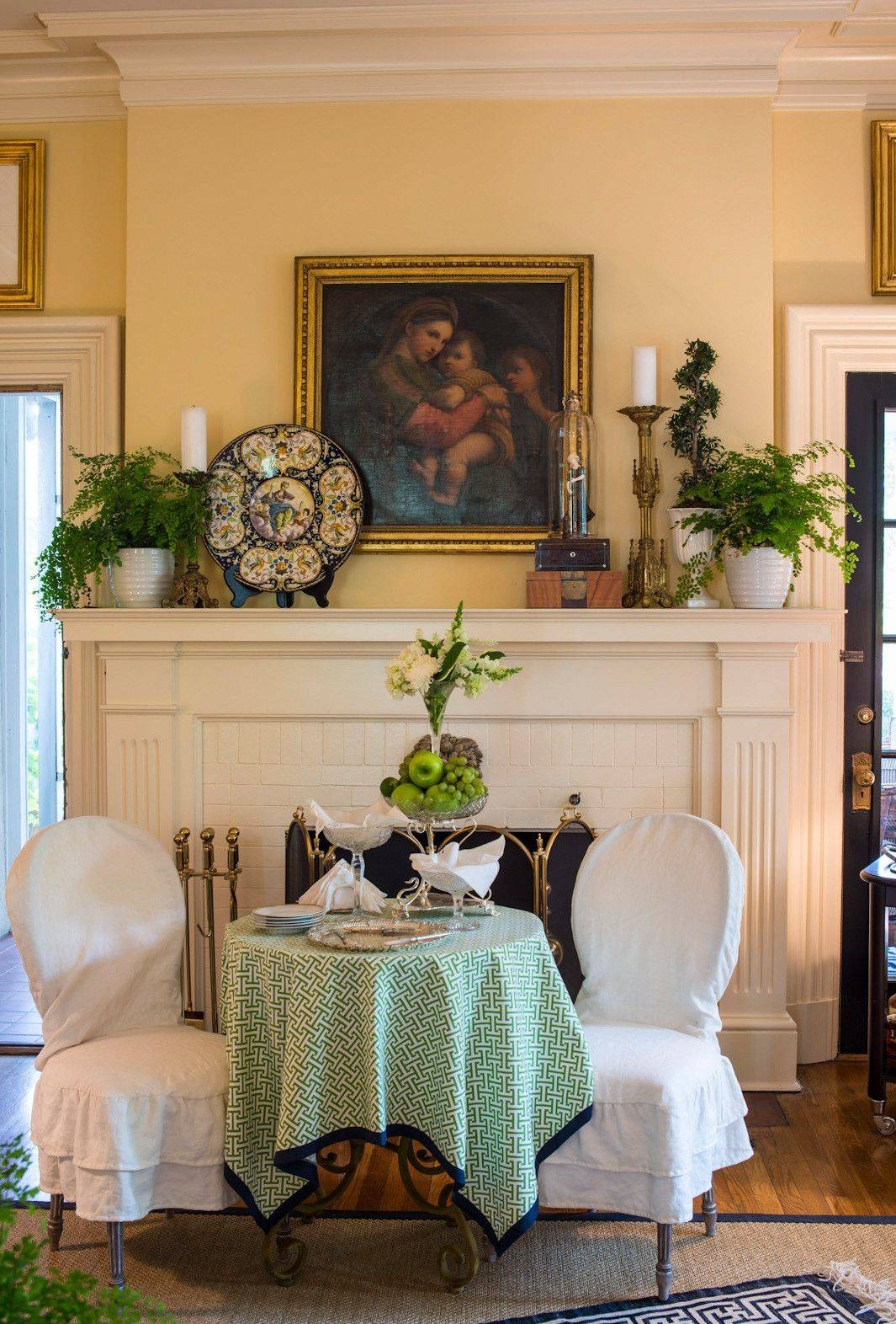 As the unrivaled focal point in a room, the fireplace mantel is the star of the show. So it's fun to give this all-important spot a new look every so often.