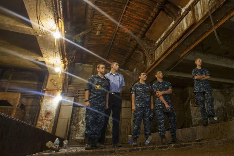 U.S. Naval Sea Cadets Christopher Kinyon, left, Chris Barbot, Andrew  Matthews, Jaeger