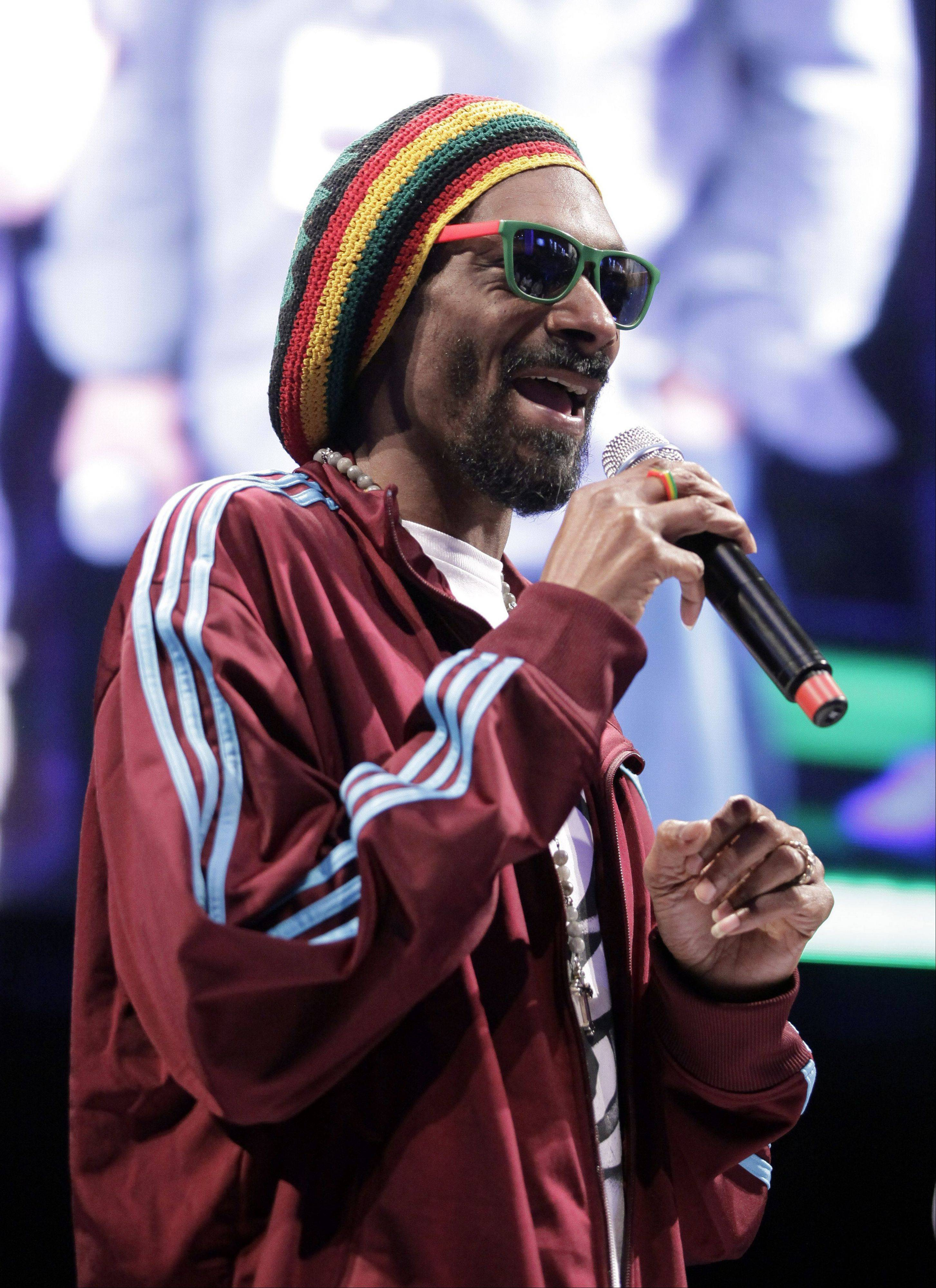 Rapper Snoop Dogg is changing his name to Snoop Lion.