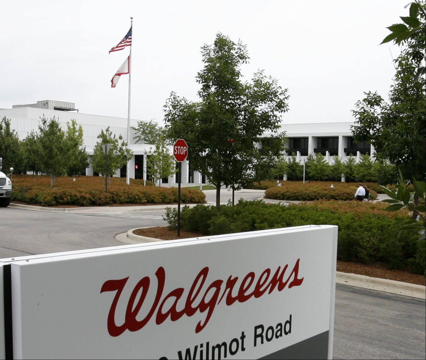 GEORGE LECLAIRE/gleclaire@dailyherald.com Walgreens Headquarters property, flag and sign in Deerfield.