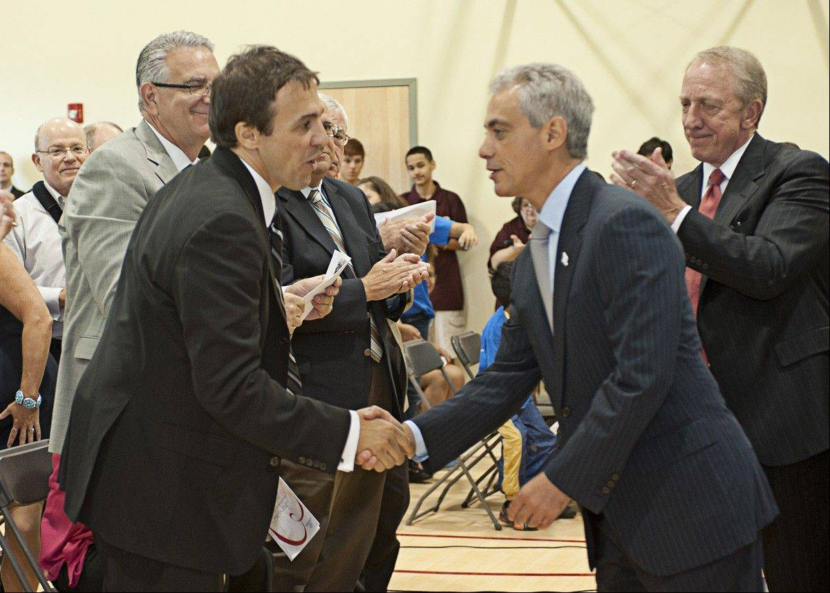 Tony Andrews, founder and executive director of operations for Tandem Construction shaking hands with Chicago Mayor Rahm Emanual.