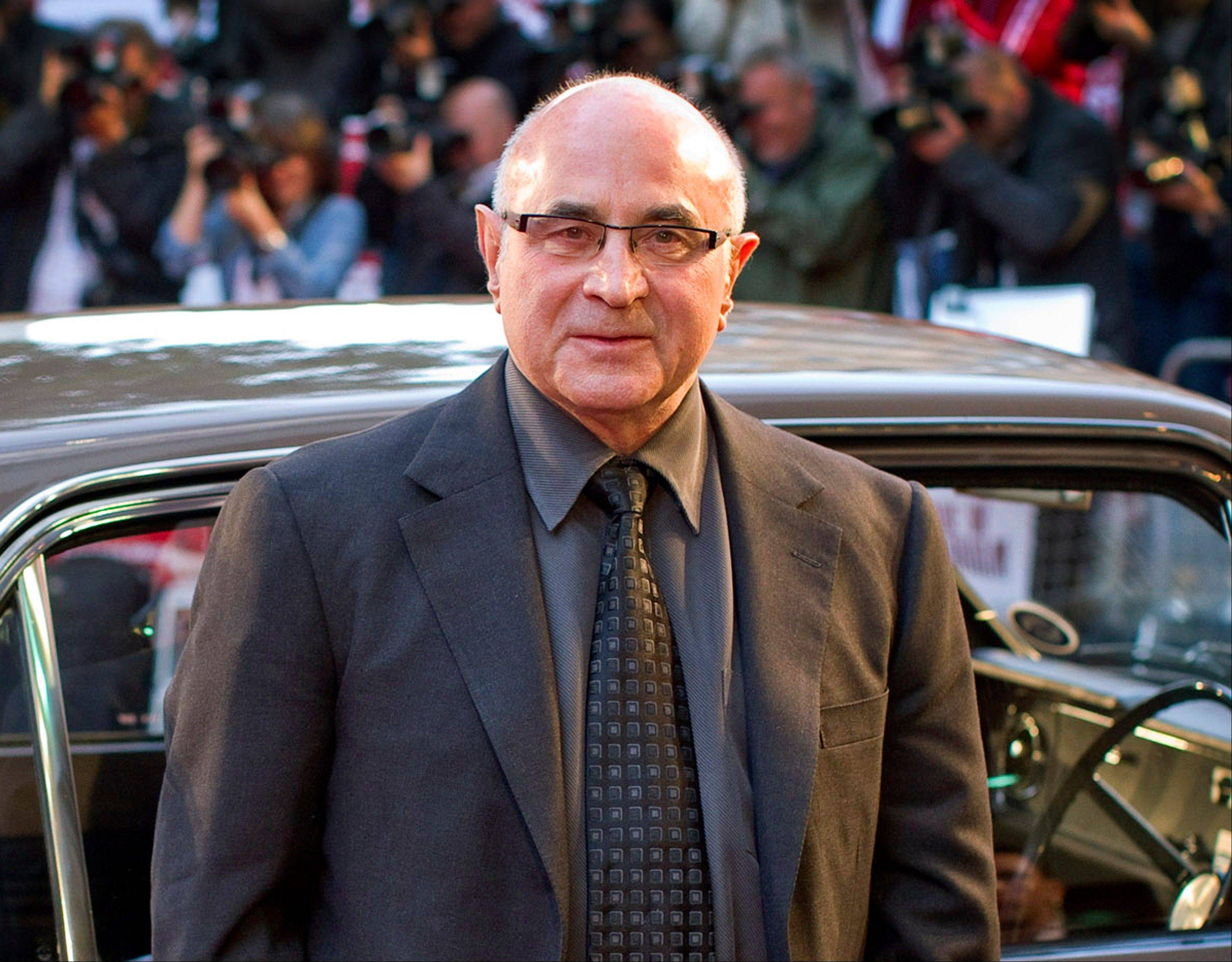 Associated Press British actor Bob Hoskins says he is retiring after being diagnosed with Parkinson's disease.