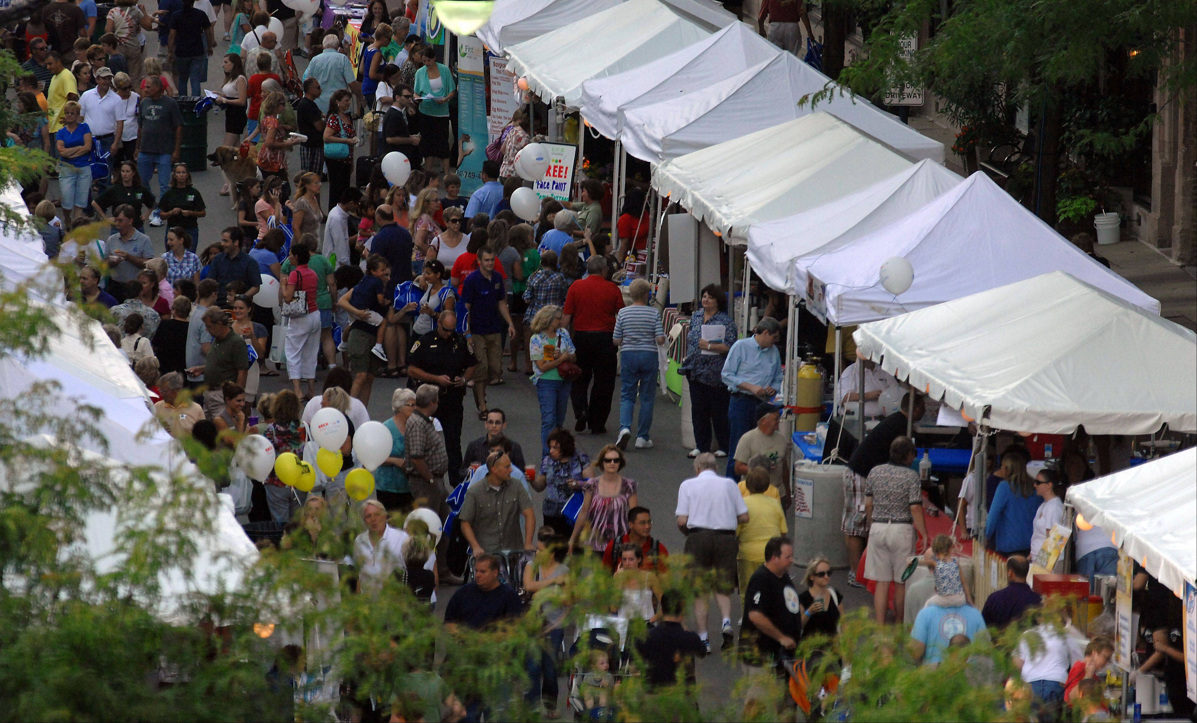 Thousands of people attend Arlington Heights celebration of the Arlington Million on Friday.