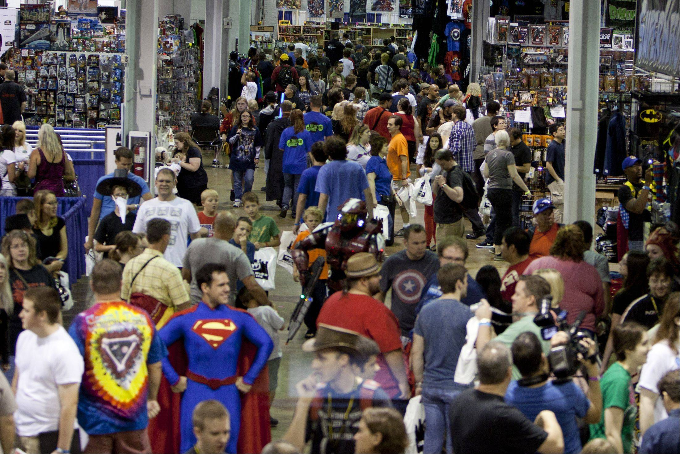 Thousands gathered at the Donald E. Stephens Convention Center over the weekend to be a part of annual Wizard World Chicago Comic Con. People could visit with comic book artists and buy all things that you would find in comics.