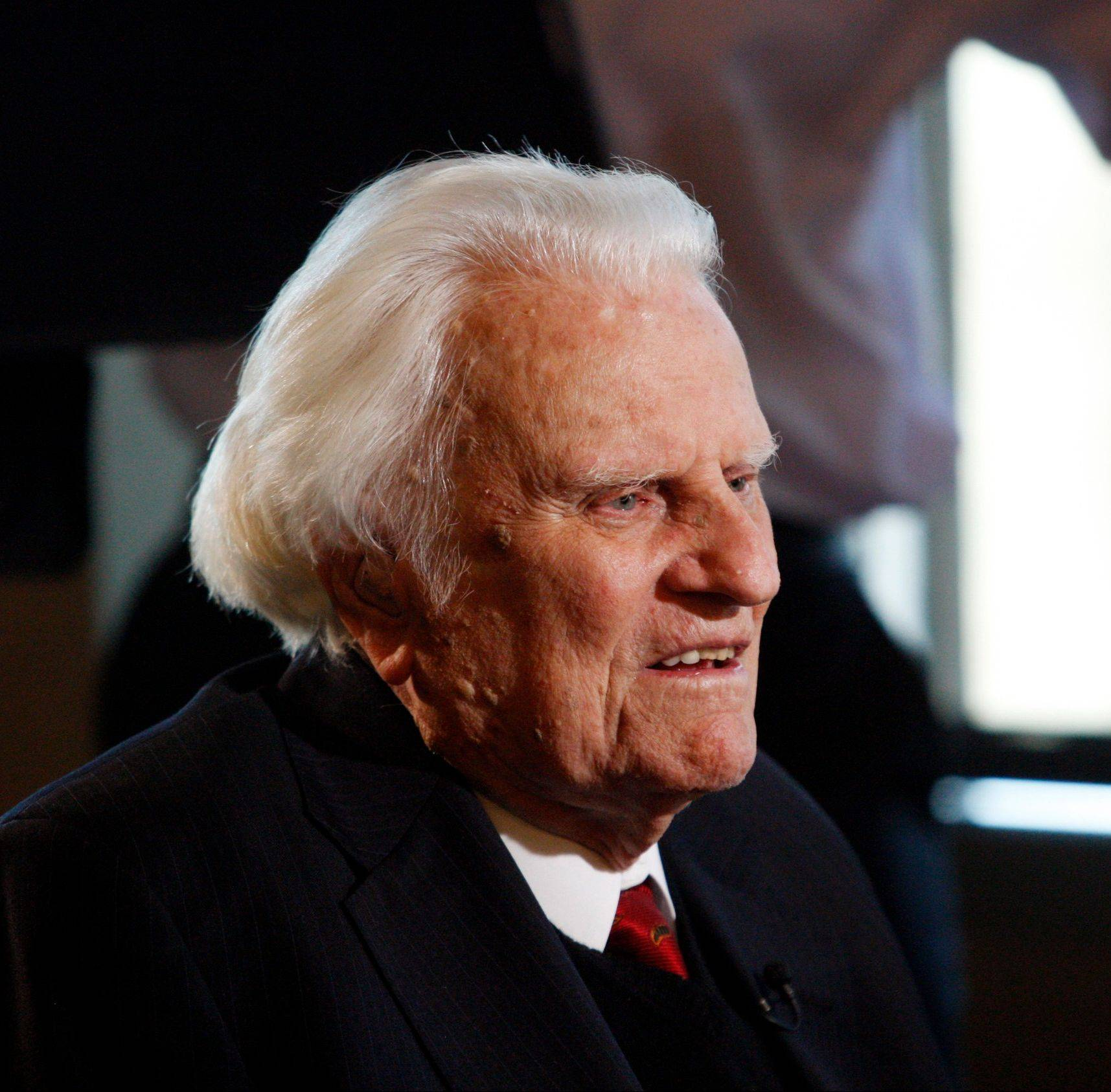 Evangelist Billy Graham, 93, has been admitted to a North Carolina hospital for an infection in his lungs.