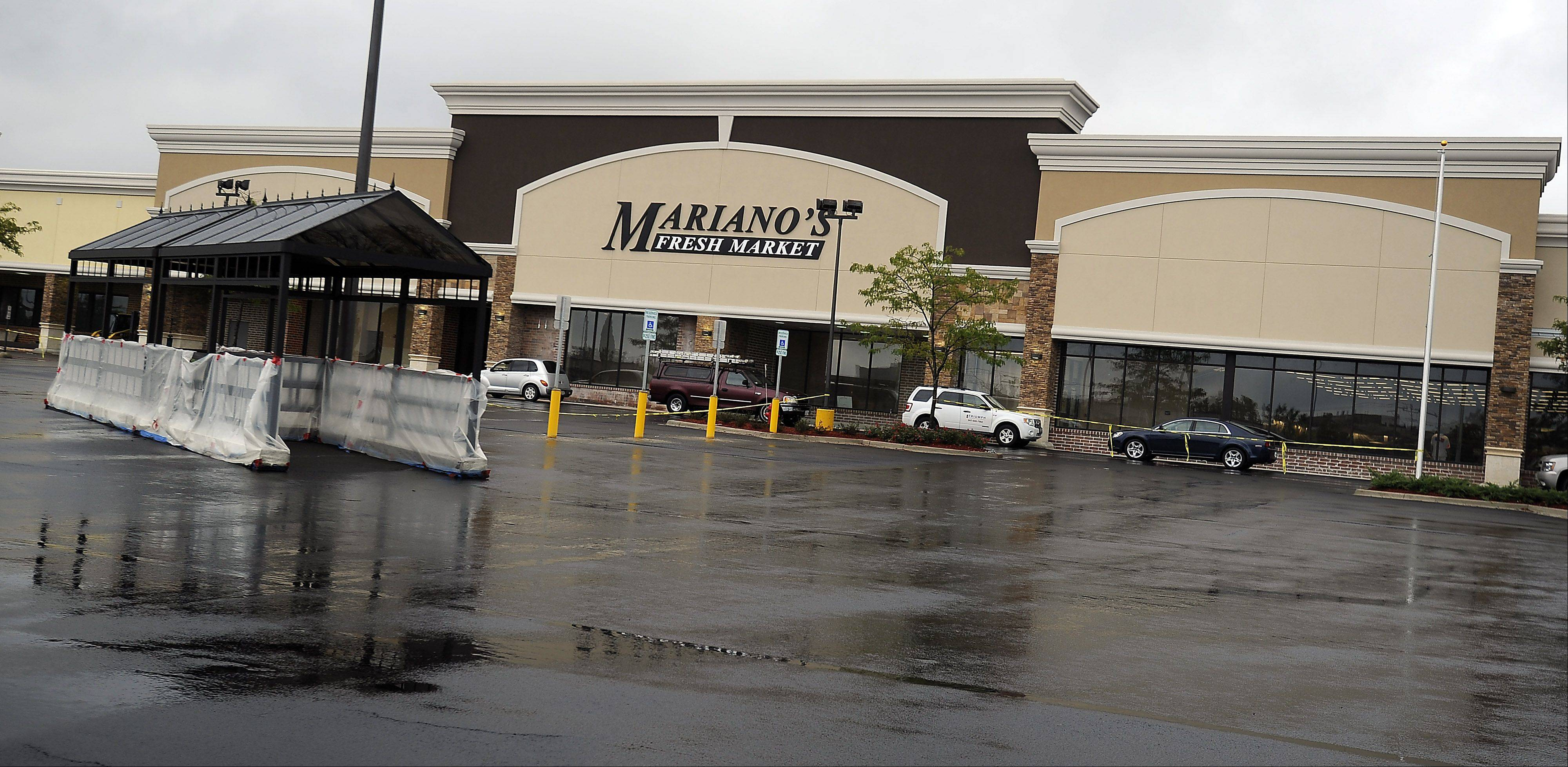 Mariano�s Fresh Market is expected to open a new location in Hoffman Estates near Barrington and Golf roads on Tuesday, Aug. 28, a company spokeswoman said Monday.