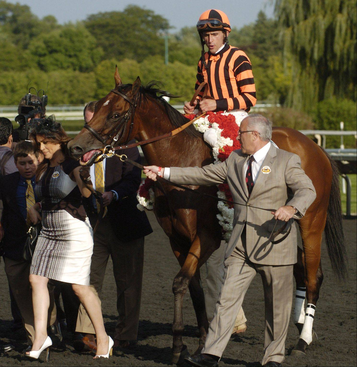 Little Mike wins Arlington Million