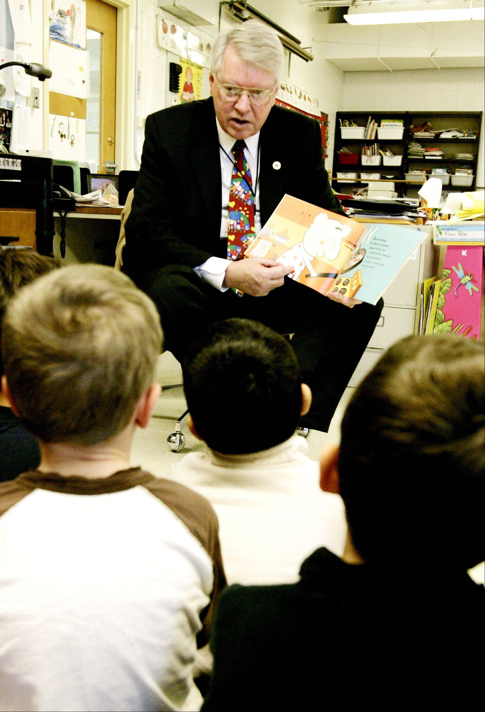 Lombard Village President Bill Mueller enjoyed reading to children for activities of the Tri-Town YMCA and other community groups. Here, he reads to a class of kindergarten students at Manor Hill School in November 2007, when he served as Lombard Elementary District 44's superintendent for a day.