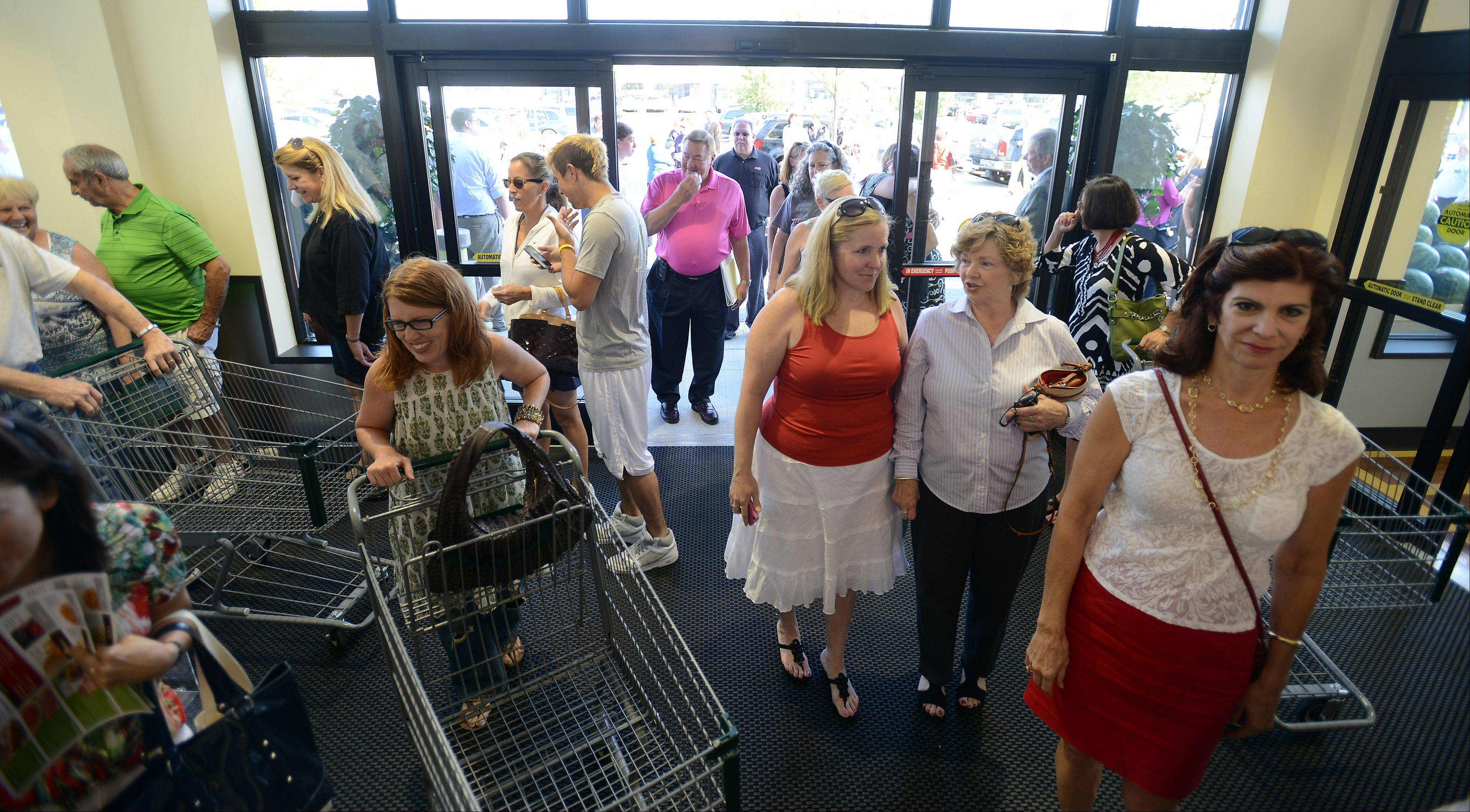 A flock of hungry shoppers was waiting Wednesday morning when Heinen's Fine Foods opened its doors in Barrington. The store is the Cleveland-based chain's first in the Chicago area.