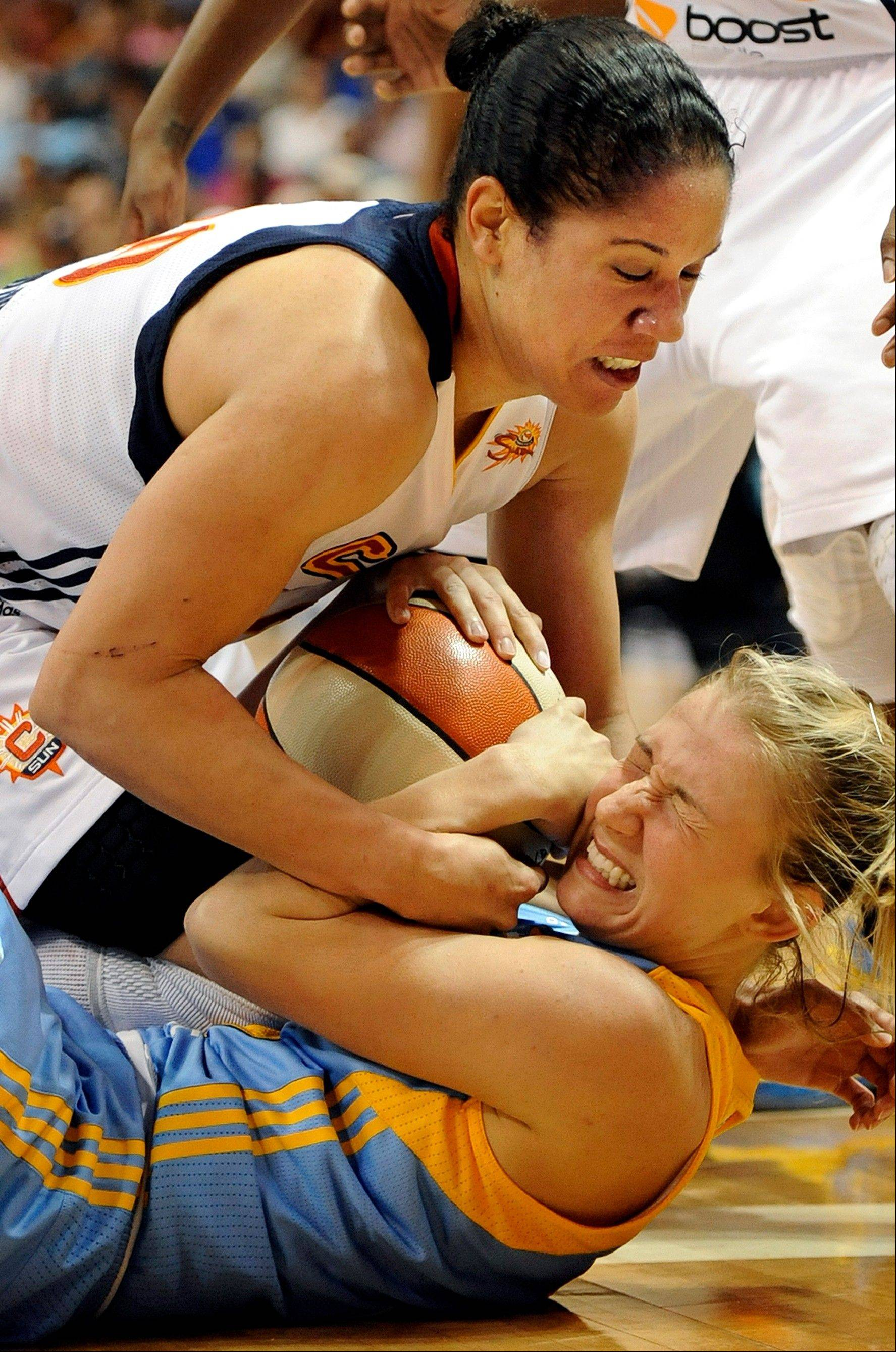 Connecticut Sun's Kara Lawson, top, and Chicago Sky's Courtney Vandersloot battle for control of the ball in their WNBA game Sunday in Uncasville, Conn. Chicago won 82-70.