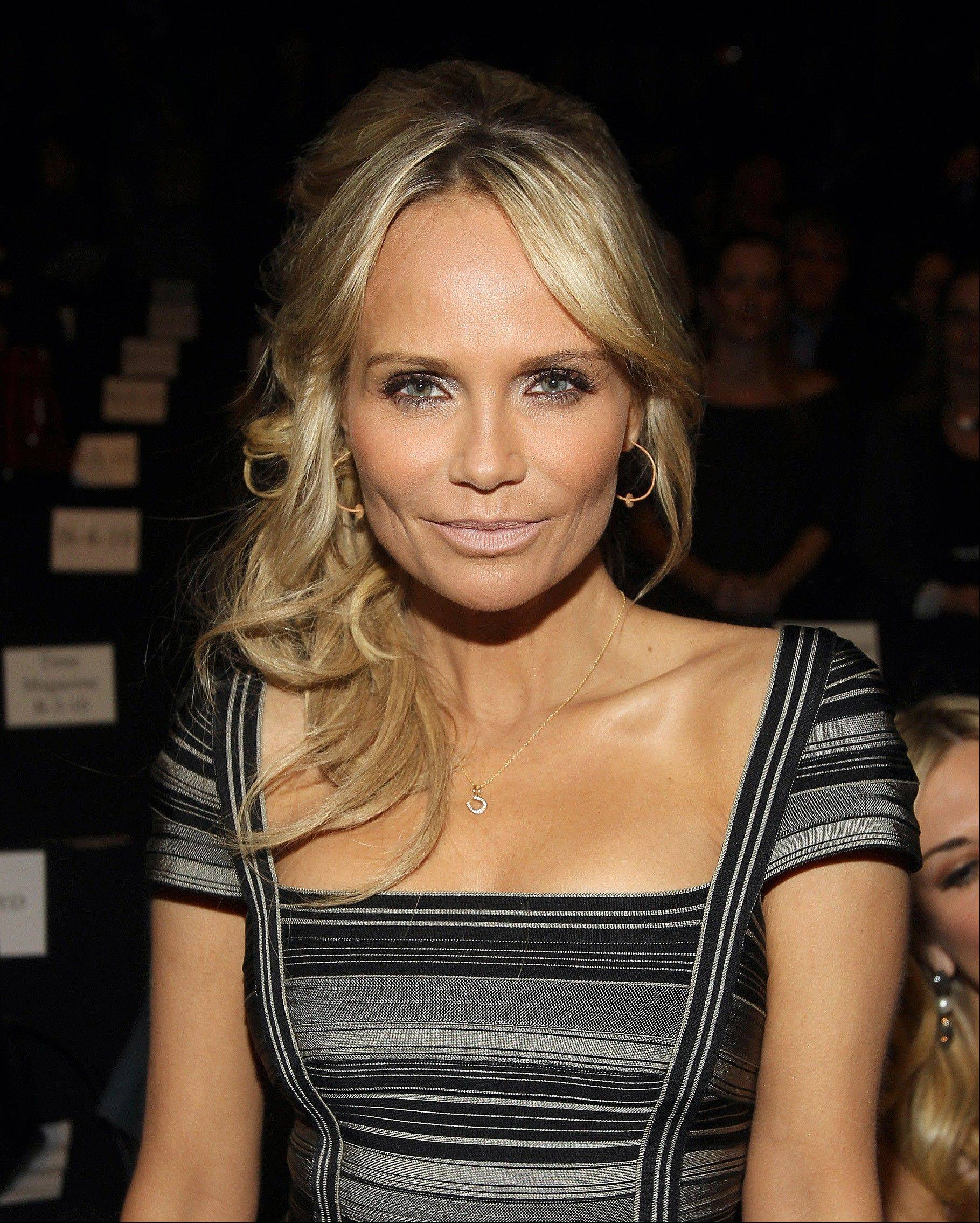 Actress Kristin Chenoweth will co-host the American Country Awards with country star Trace Adkins.