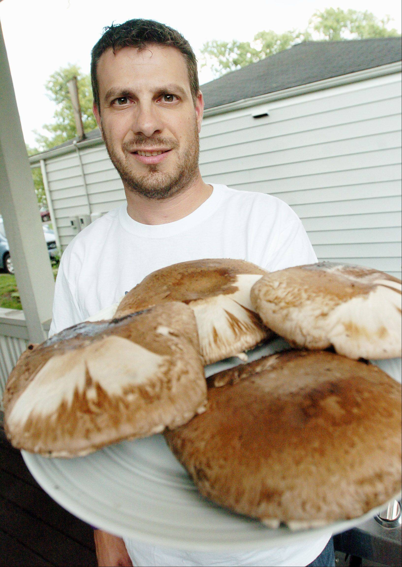 Paul Michna/pmichna@dailyherald.comBill Babiarz of Wheaton with Portobello Mushrooms. He is a Challenge Contestant.
