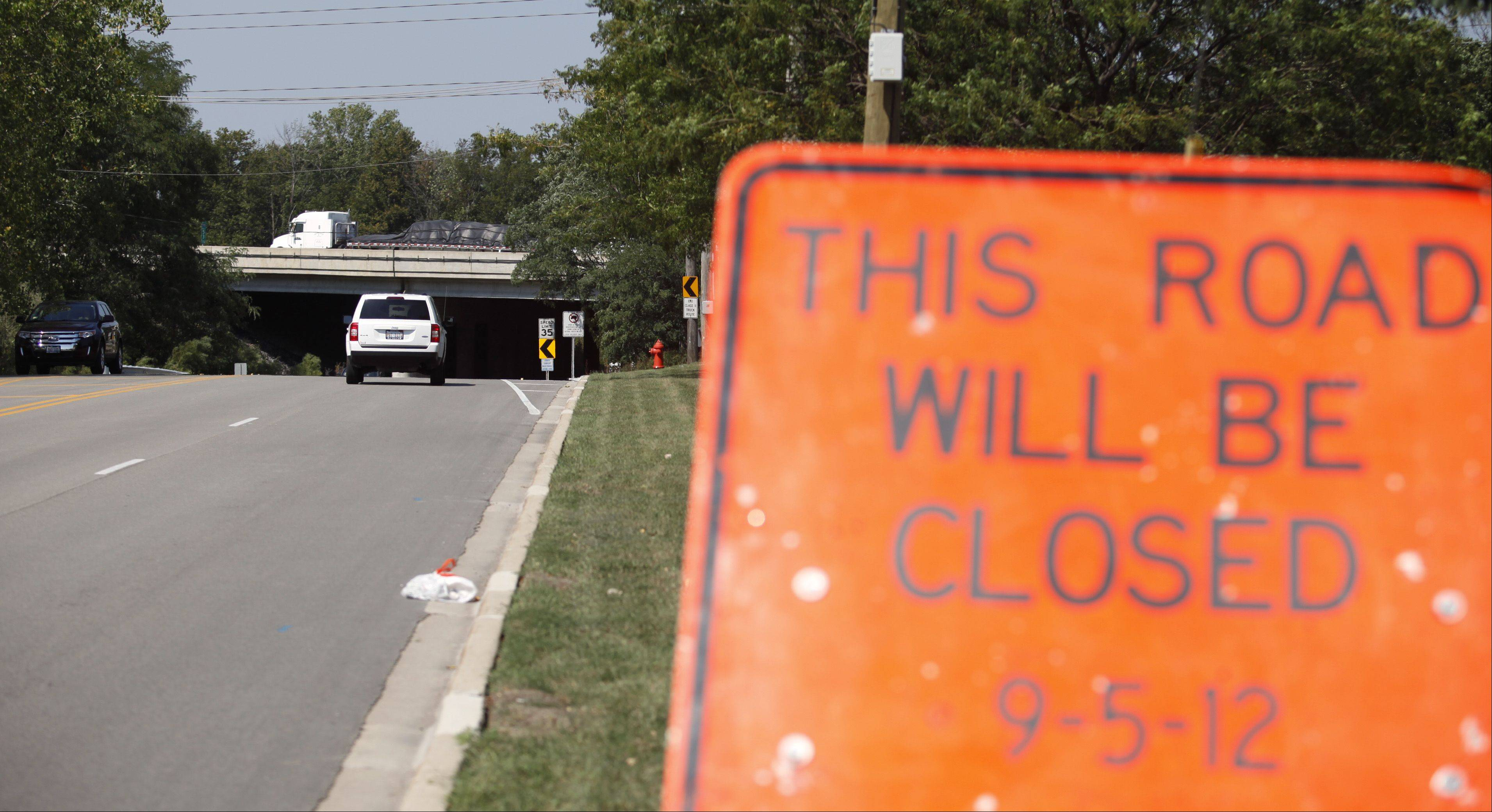 Construction is expected to begin next week on the Jane Addams Tollway bridge over Sleepy Hollow Road between Elgin and Sleepy Hollow. The roadway will be closed for a week, and up top, motorists on the tollway will be squeezed into two lanes.