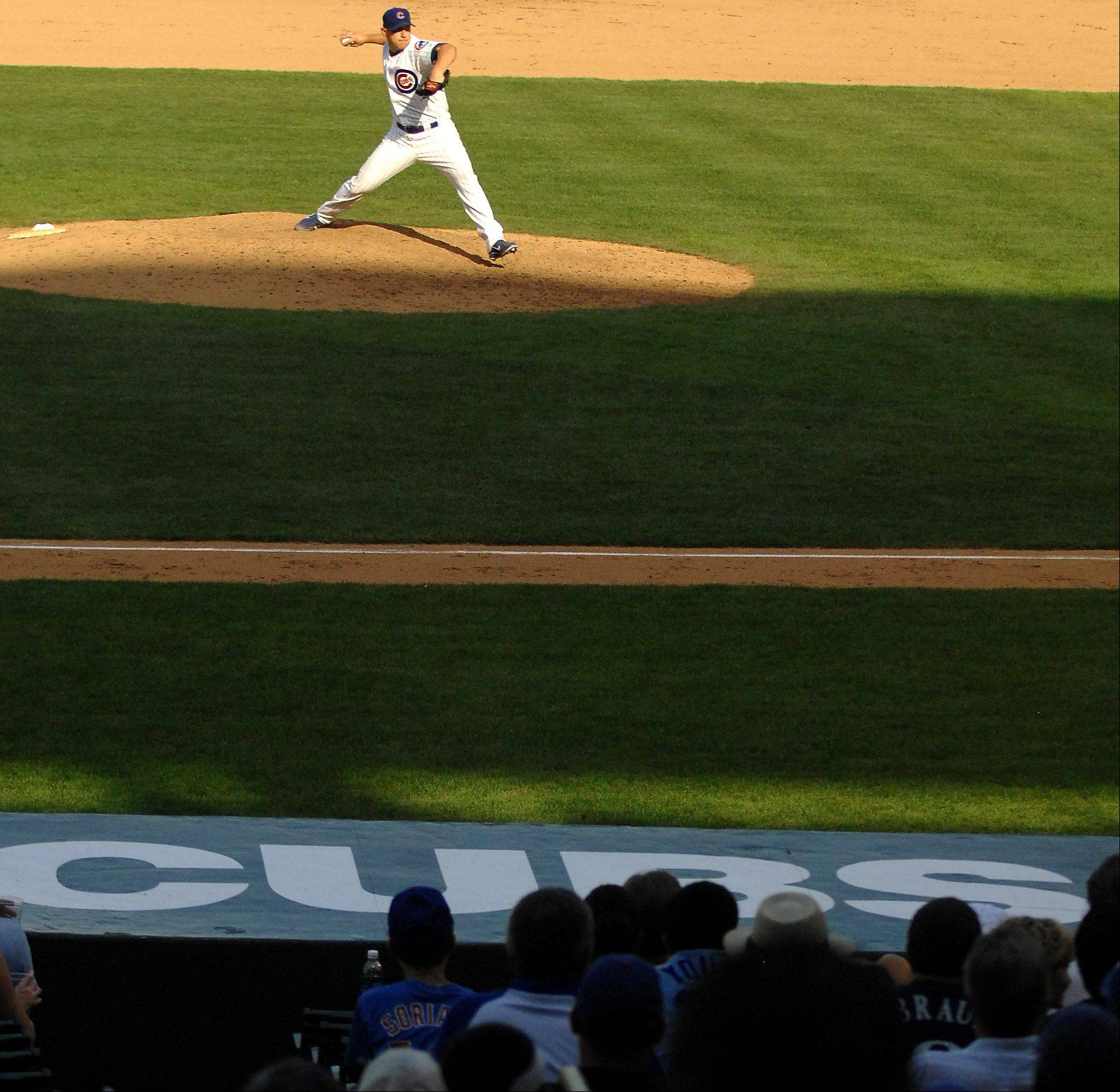Chicago Cubs relief pitcher Shawn Camp delivers a pitch.