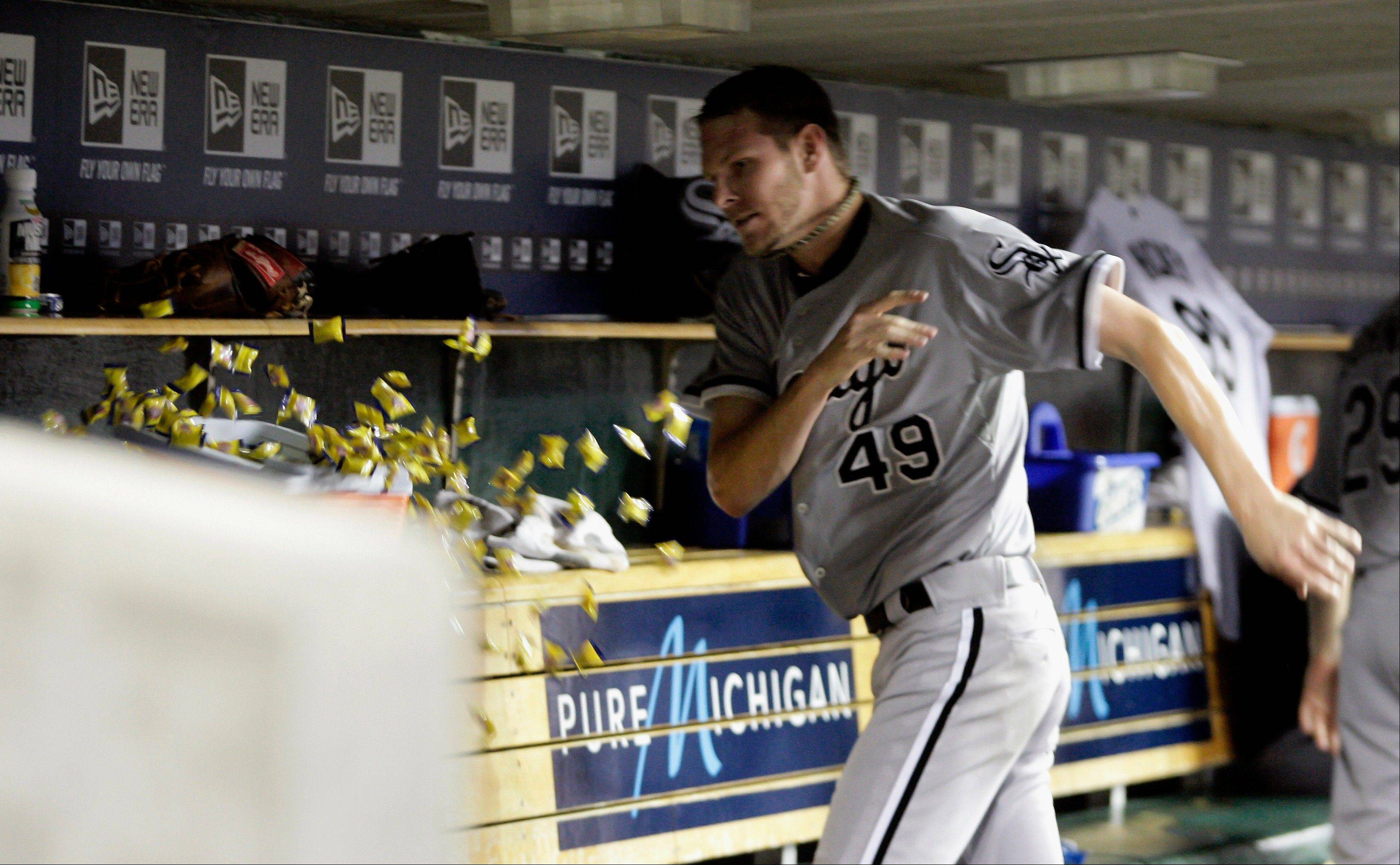 White Sox limp home tied with Tigers