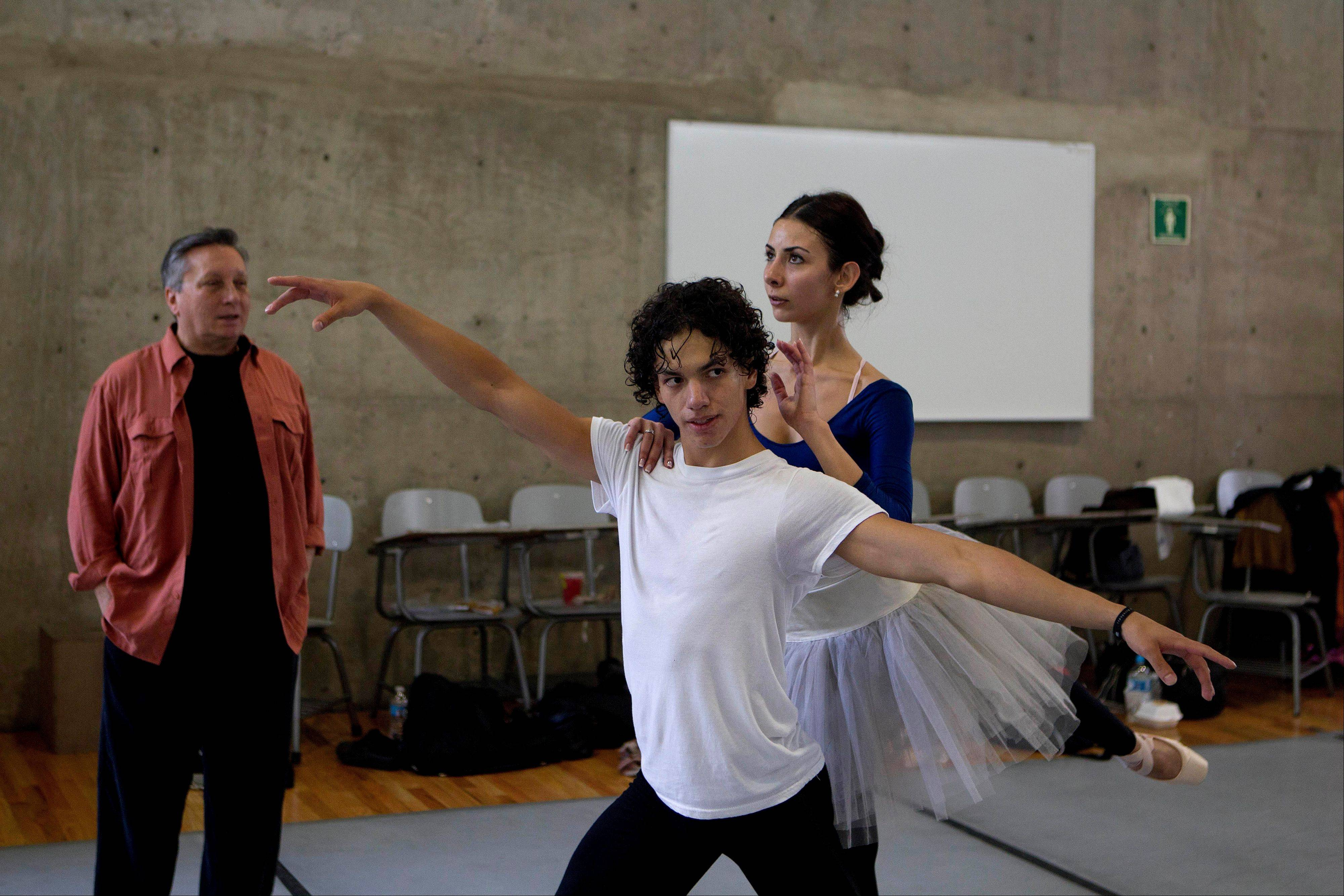 Isaac Hernandez, Mexico's most internationally acclaimed male ballet dancer, and San Francisco Ballet soloist Victoria Anayan rehearse in Mexico City.