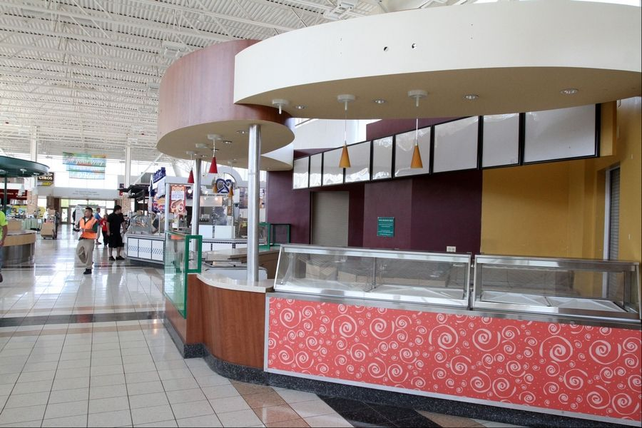 There's still vacant retail at the O'Hare Oases on the Tri-State Tollway.