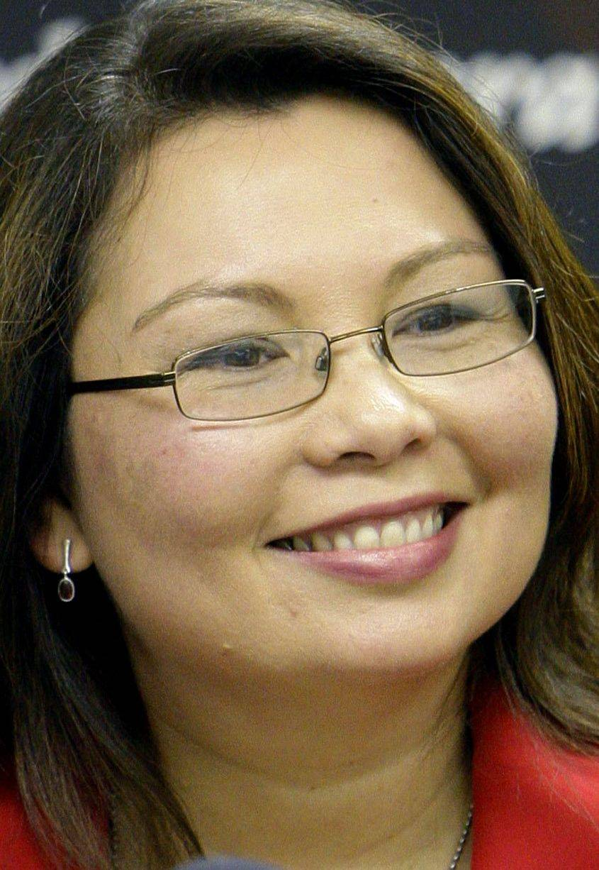 Duckworth not apologizing for Obama ties