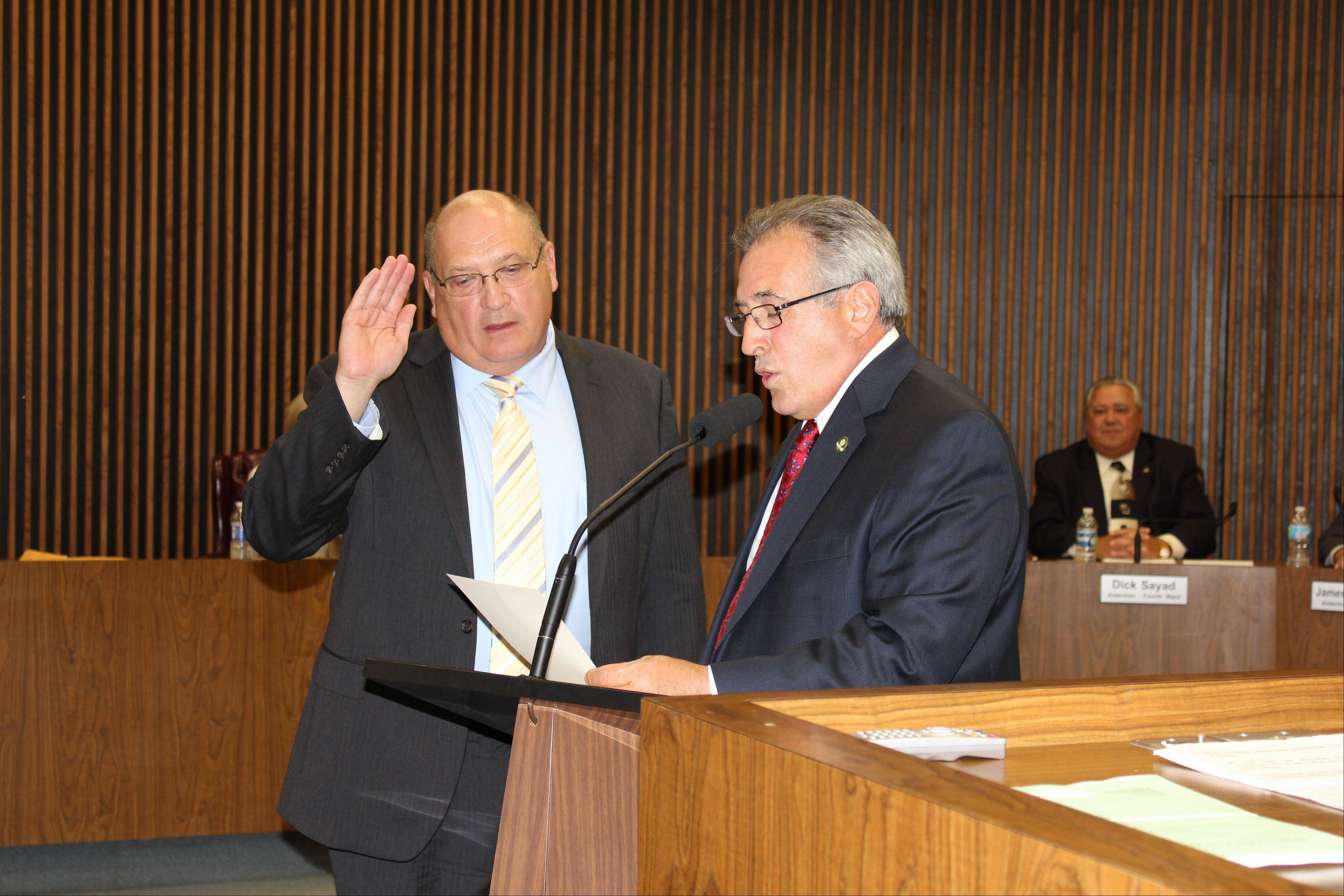 Des Plaines Mayor Marty Moylan, right, administers the oath of office to new Police Chief William Kushner at Tuesday�s city council meeting.