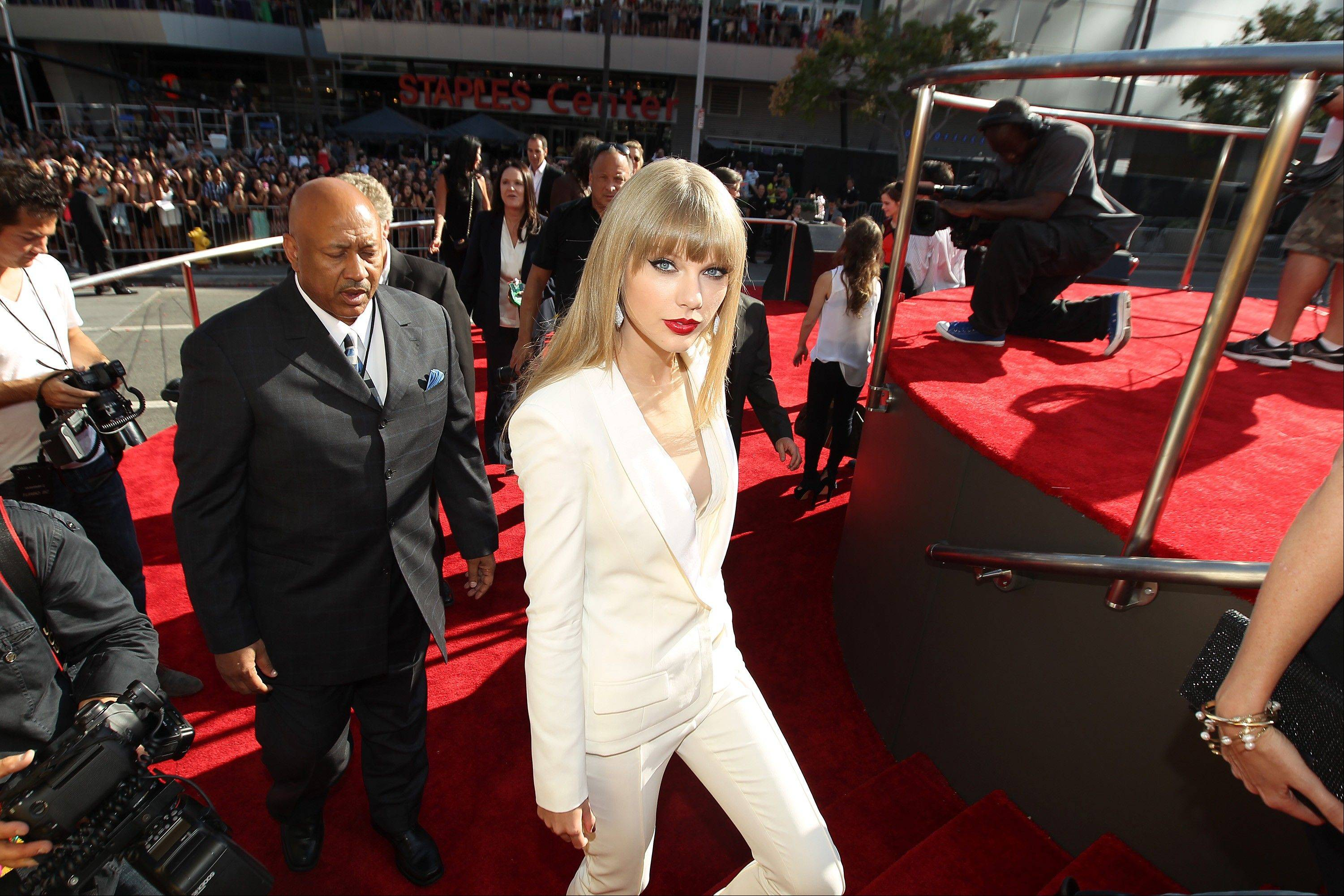 Taylor Swift arrives at the MTV Video Music Awards on Thursday, Sept. 6, 2012, in Los Angeles.
