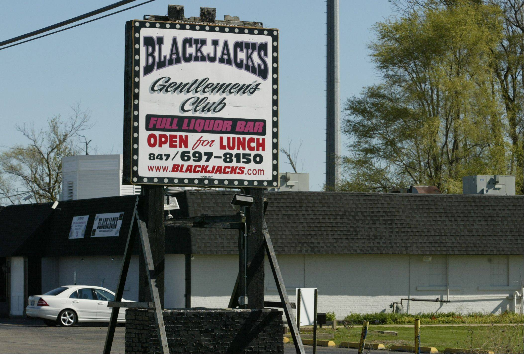 Blackjacks Gentlemen�s Club between St. Charles and Elgin.