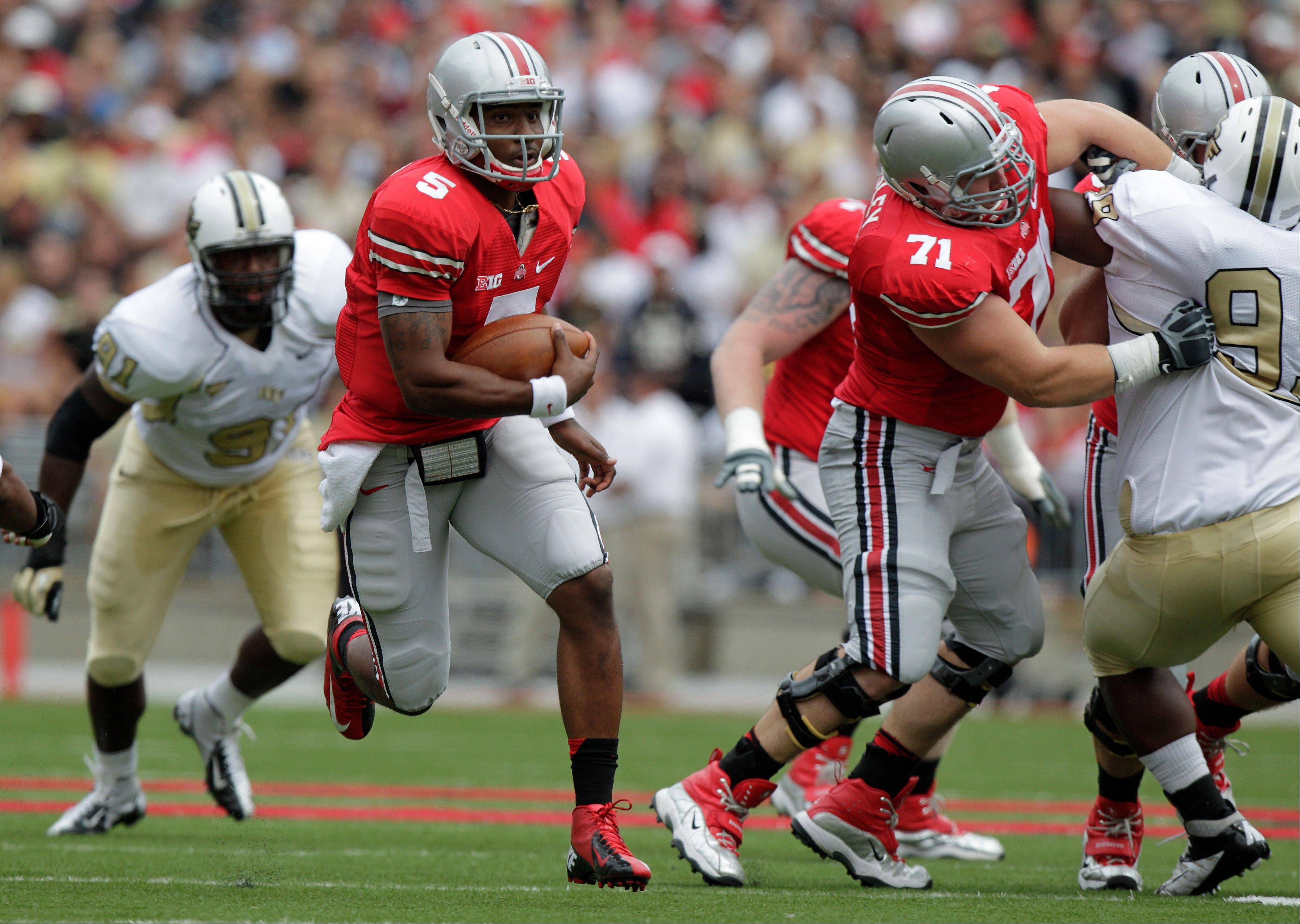 Ohio State's Braxton Miller (5) breaks away from Central Florida players on his way to a touchdown during the first quarter Saturday in Columbus, Ohio.