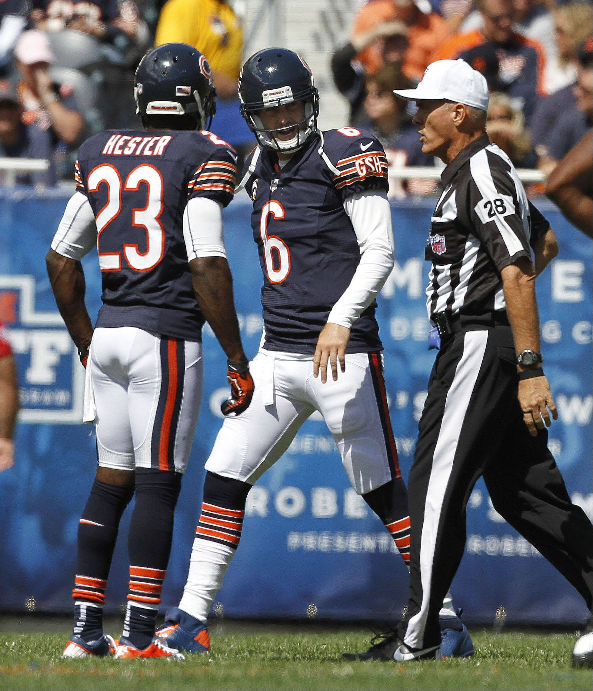 Chicago Bears quarterback Jay Cutler chews out the referee during the Bears season opener.