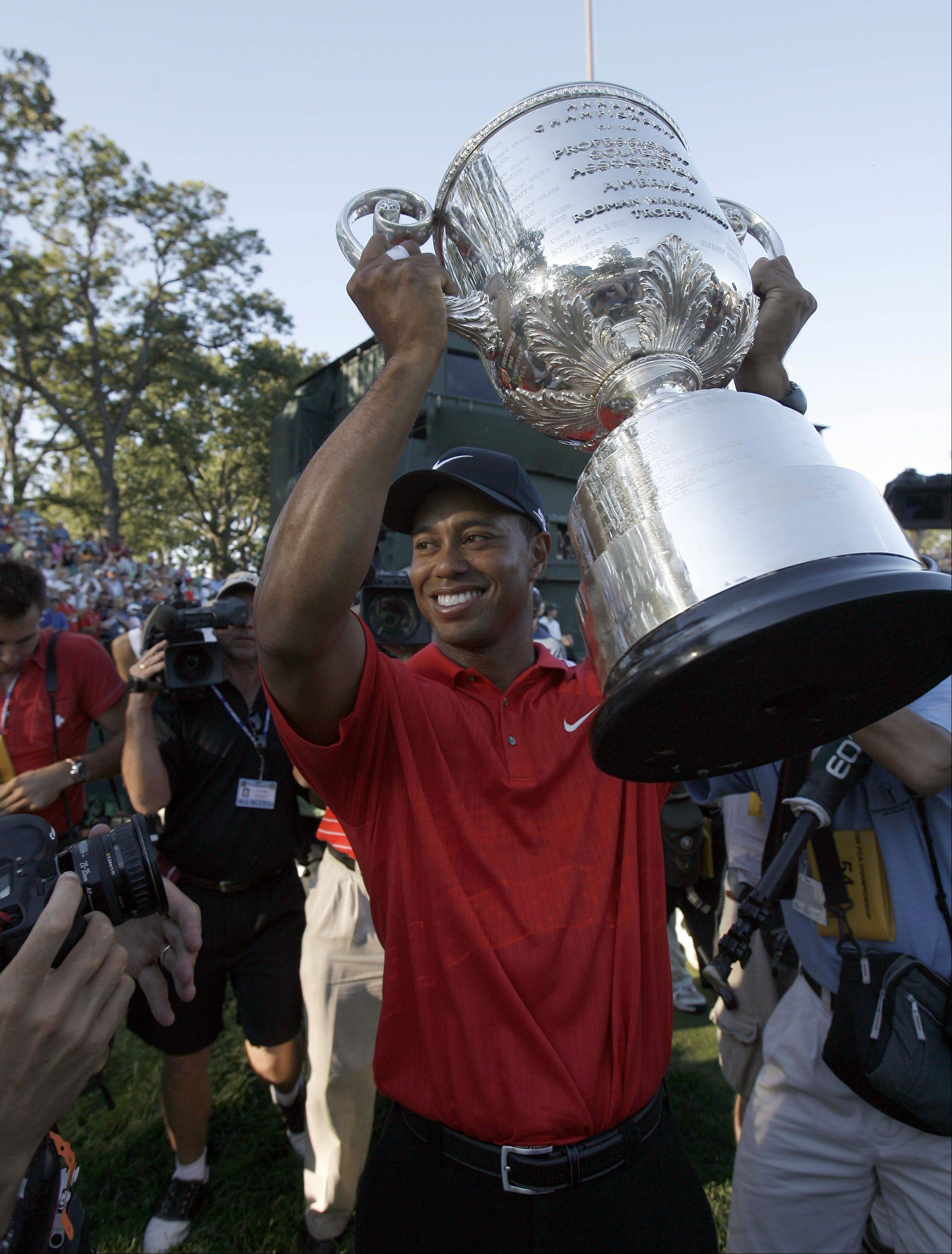 Round four of the 88th PGA Championship Sunday, August 20, 2006 at Medinah Country Club in Medinah. Tiger lifts the trophy.