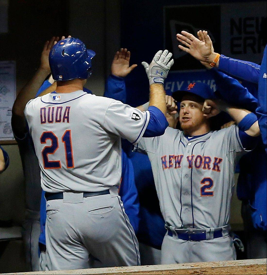 The Mets' Lucas Duda (21) is greeted by teammate Justin Turner after hitting a solo home run off the Brewers' Manny Para during the sixth inning Friday in Milwaukee.
