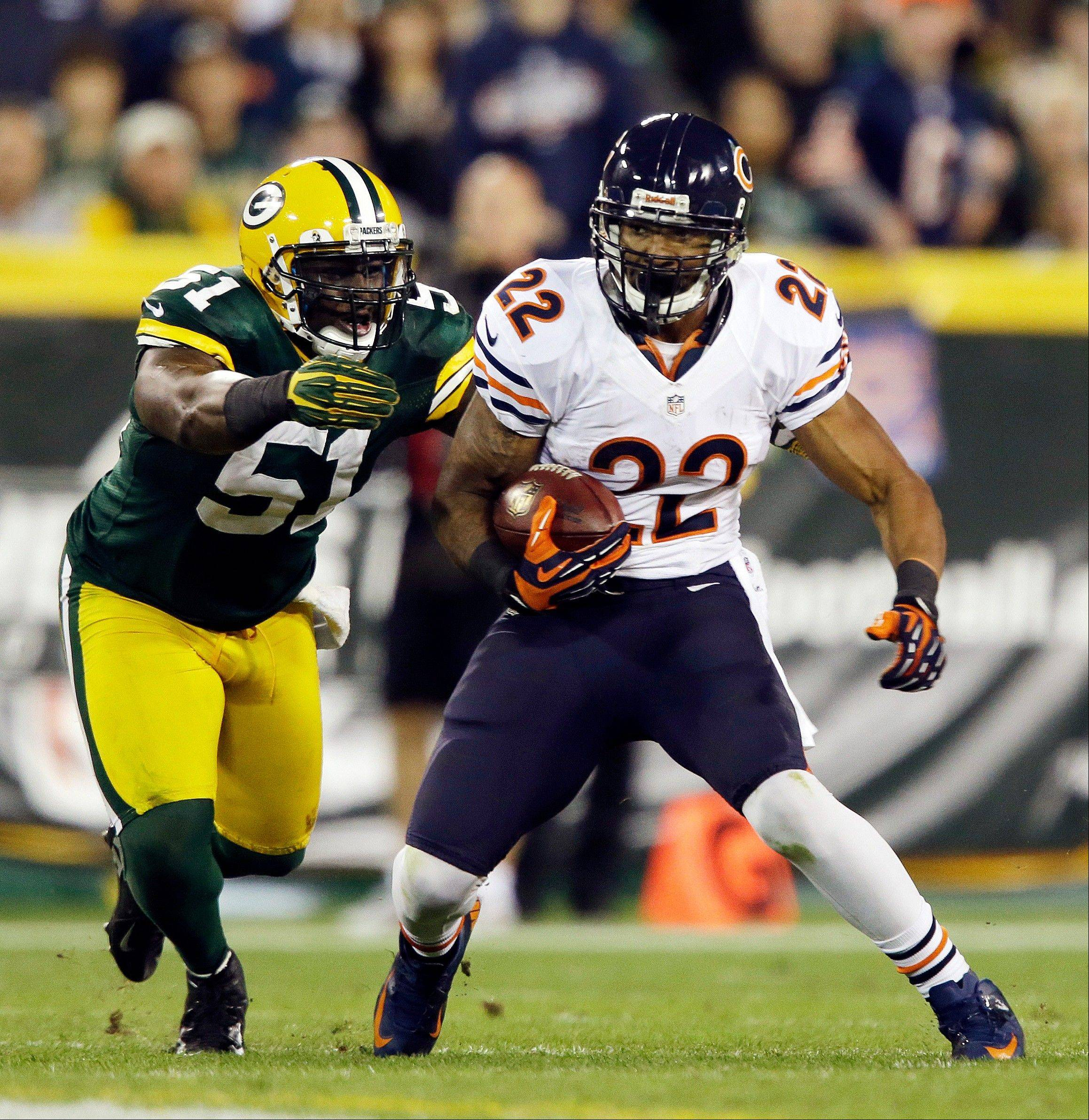Chicago Bears' Matt Forte tries to break away from Green Bay Packers' D.J. Smith during the second half.