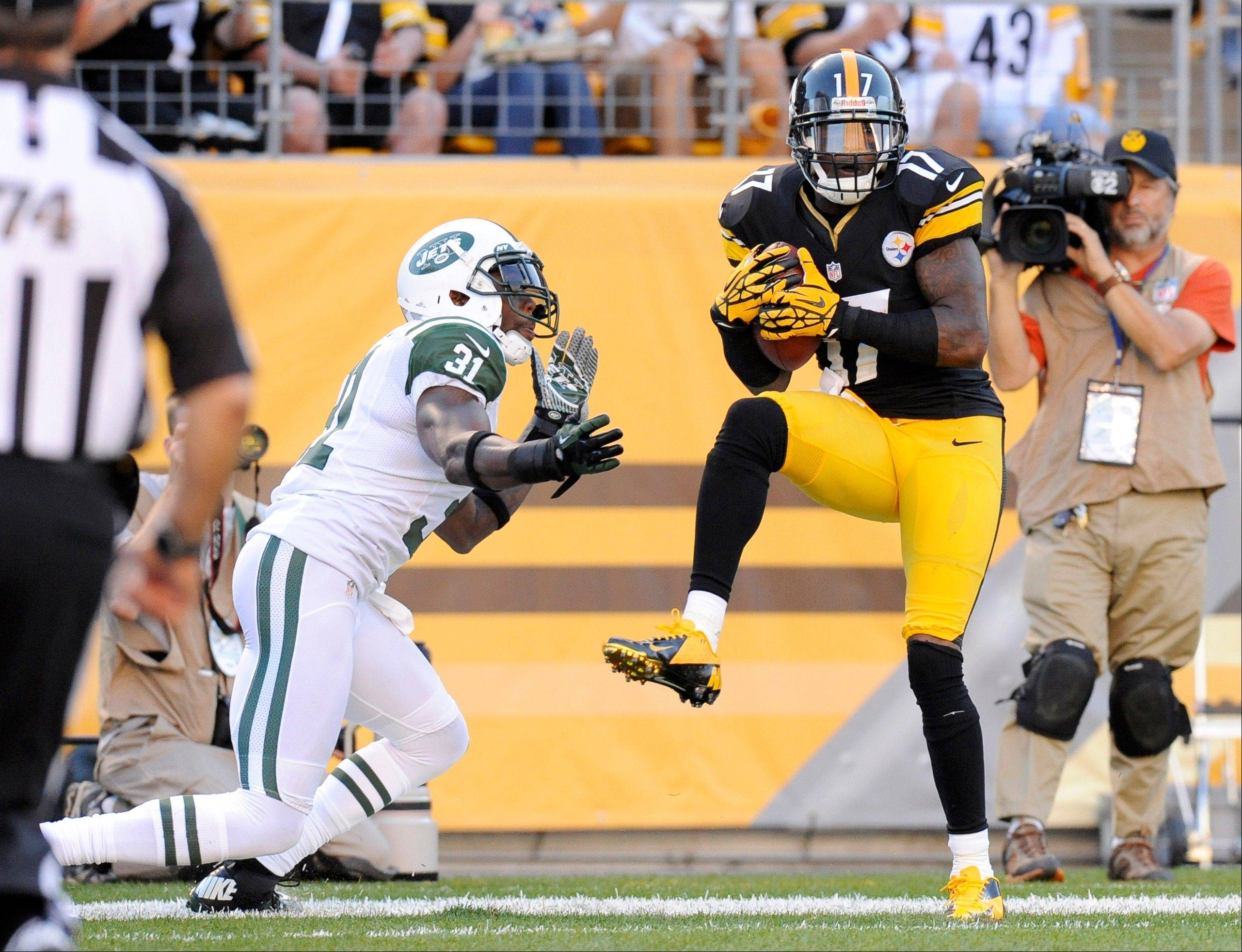 Pittsburgh Steelers wide receiver Mike Wallace (17) makes a catch for a touchdown in front of New York Jets cornerback Antonio Cromartie (31) in the third quarter in Pittsburgh. The touchdown call was confirmed after replay.