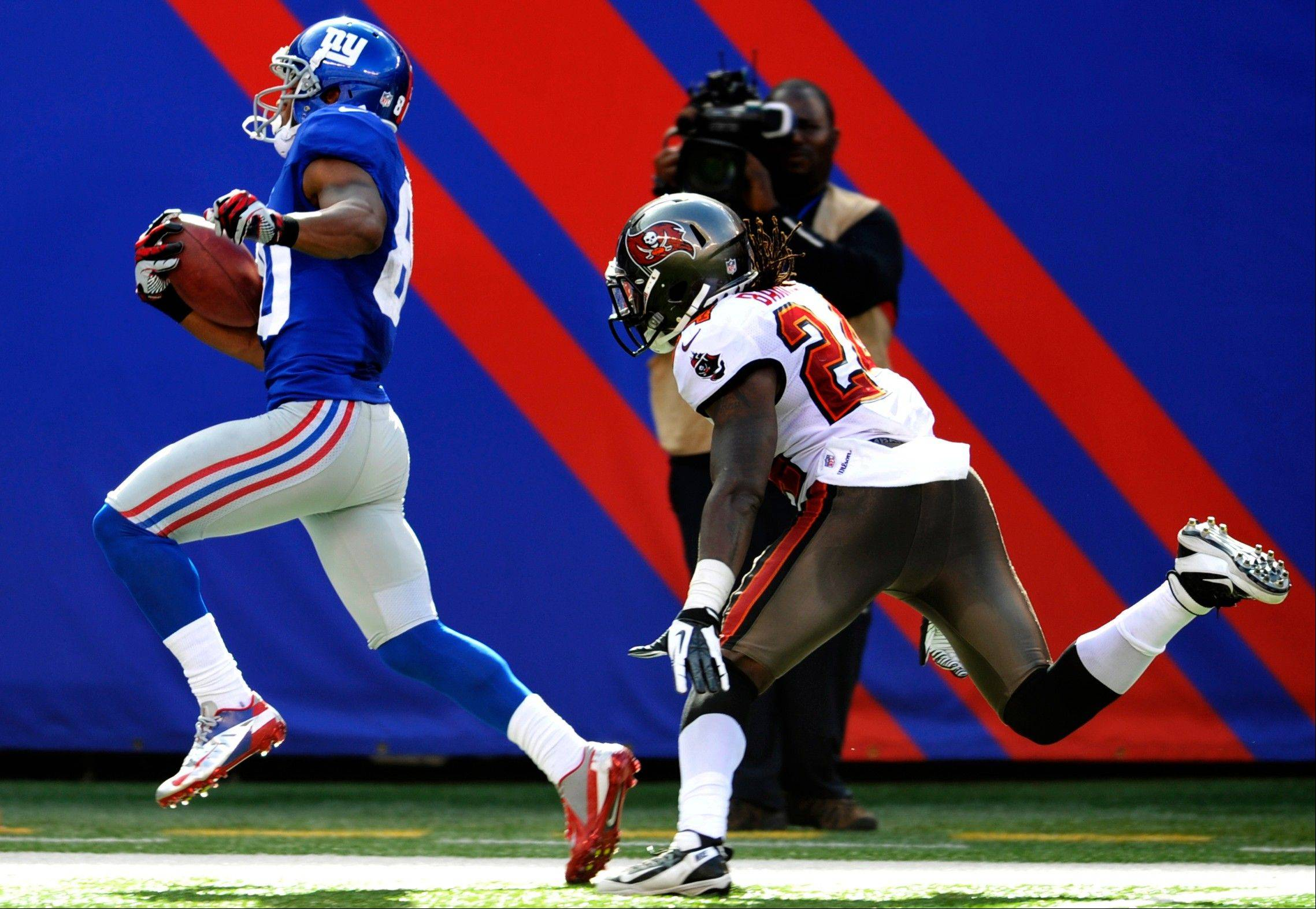 New York Giants' Hakeem Nicks (88) runs away from Tampa Bay Buccaneers' Mark Barron (24) for a touchdown during the second half in East Rutherford, N.J.