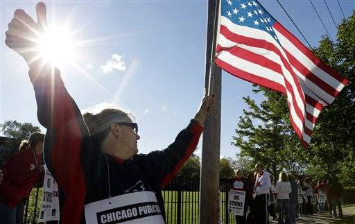Teacher Patty Westcott pickets outside Clissold Elementary School in Chicago, Tuesday