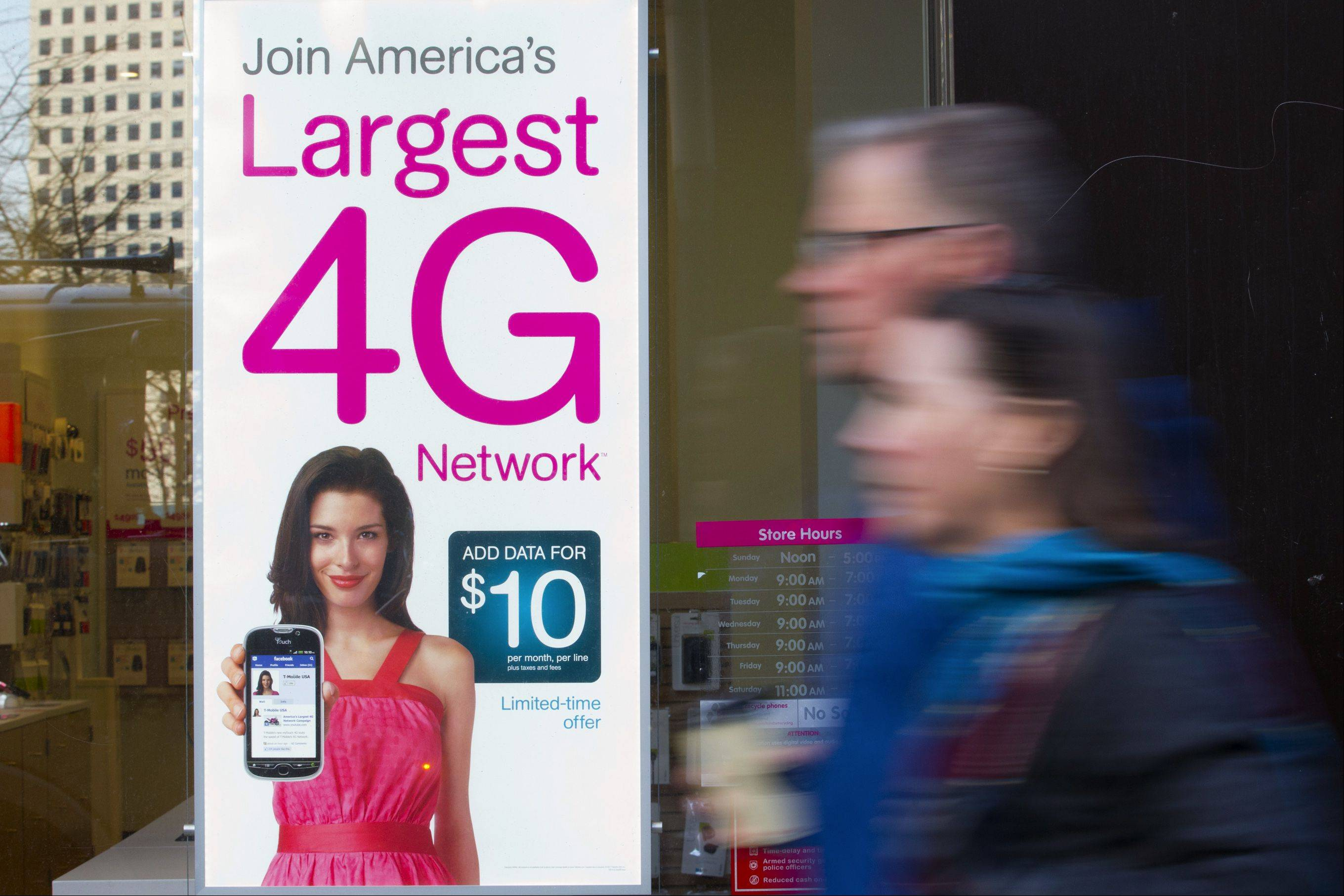 T-Mobile USA has named the former CEO of Global Crossing, John Legere, as its new CEO.