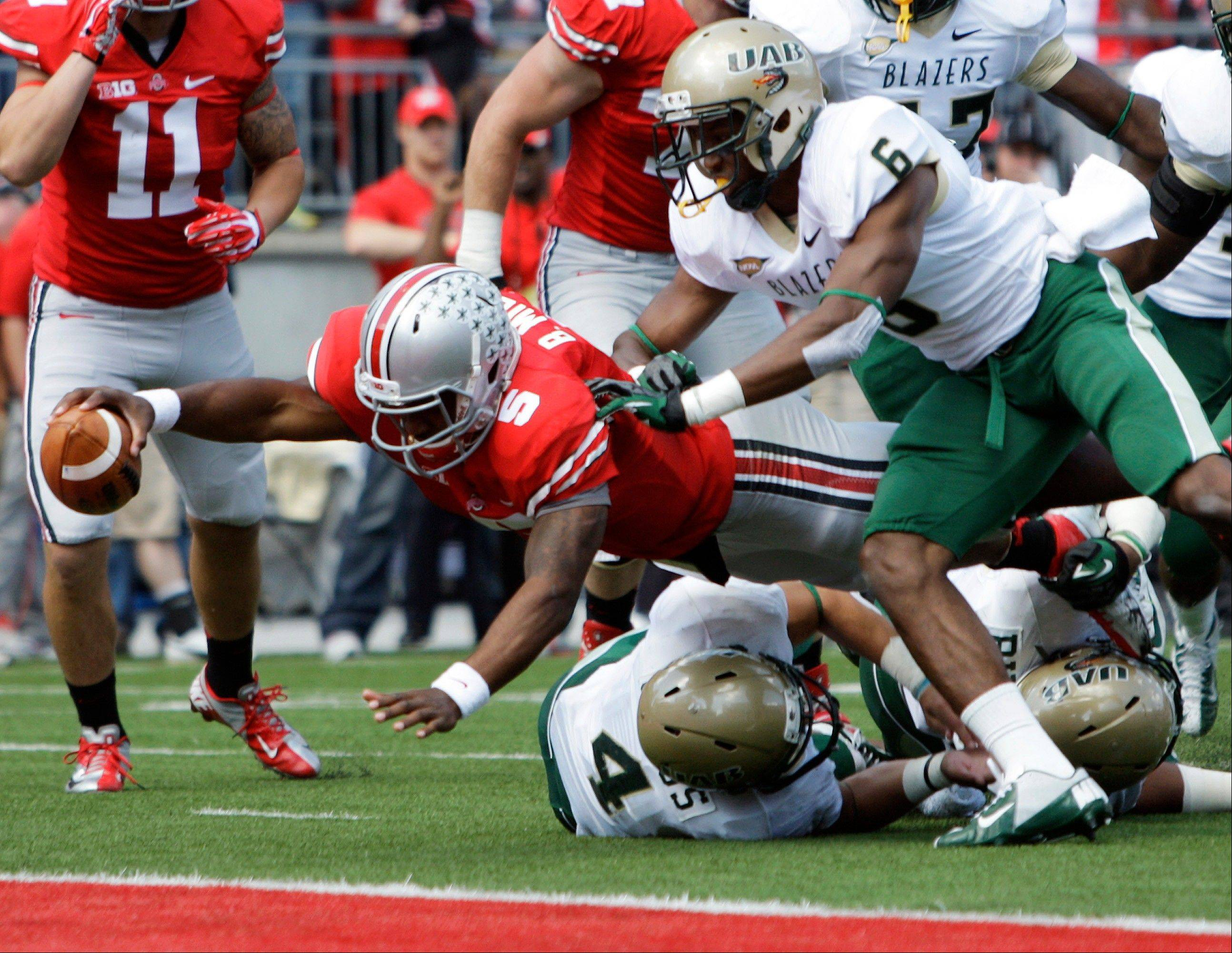Ohio State's Braxton Miller, left, scores a touchdown against Alabama-Birmingham during the second quarter Saturday in Columbus, Ohio.