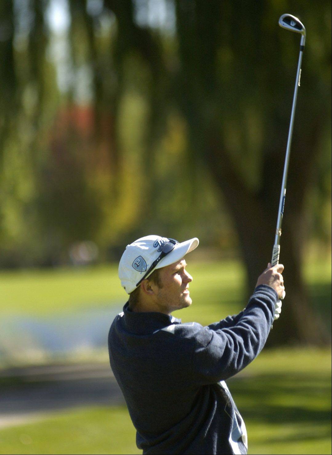 Prospect's Josh Johnson tees off on No. 8 during the Mid-Suburban League meet at Arlington Lakes.