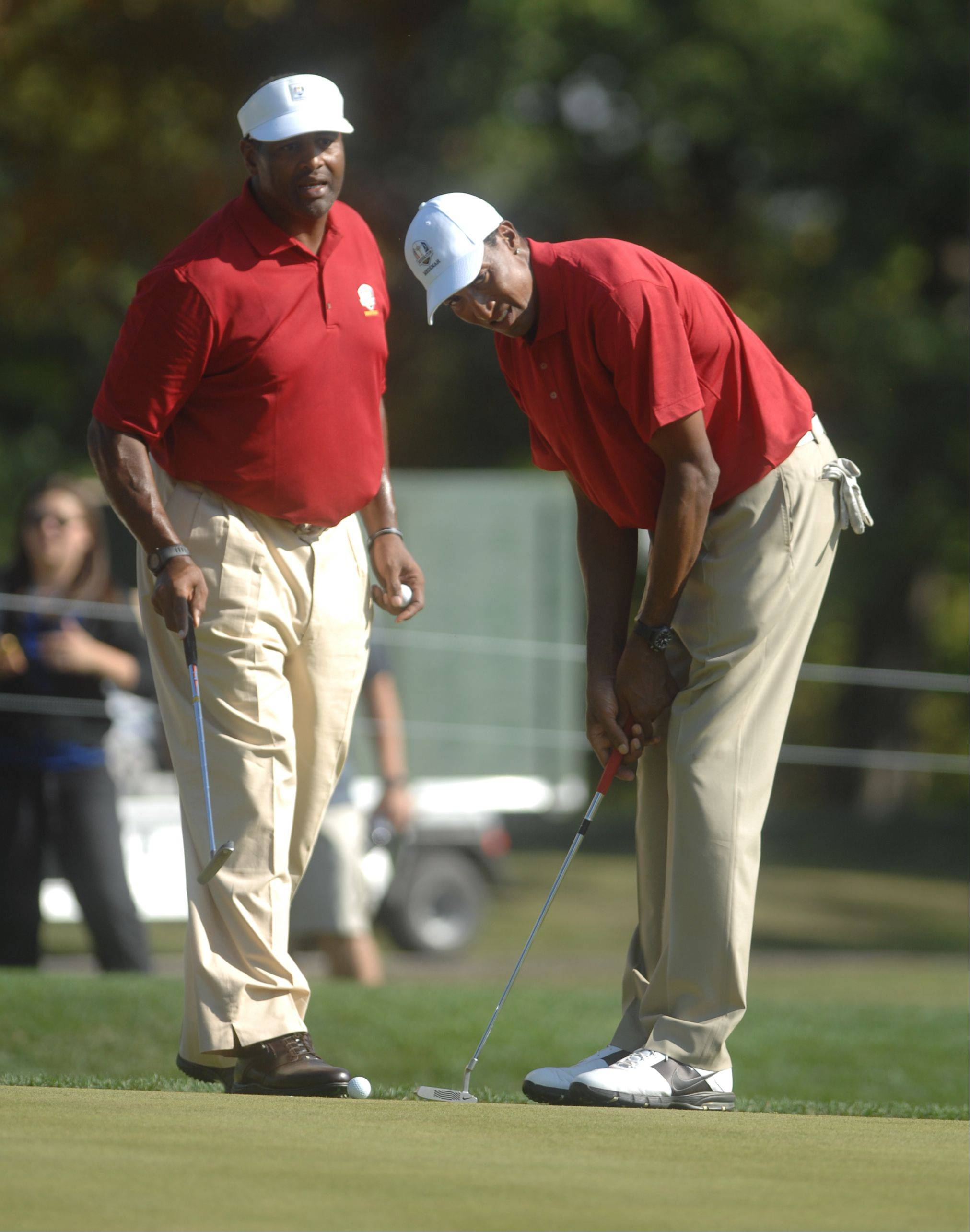 Richard Dent, left, watched Scottie Pippen putt on the third hole.