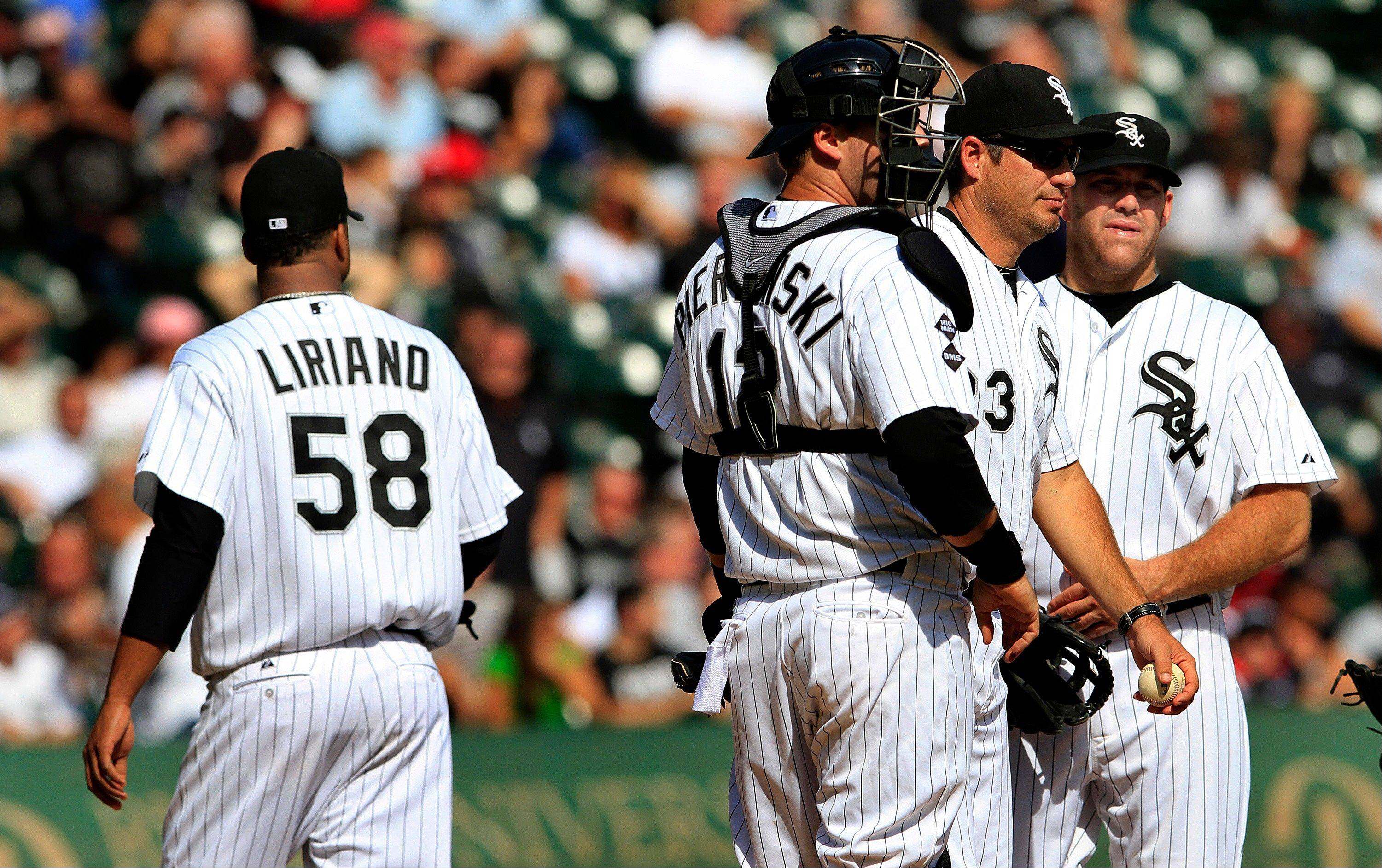 White Sox starting pitcher Francisco Liriano walks off the field after getting lifted by manager Robin Ventura, second from right, in the fourth inning Tuesday at U.S. Cellular Field.
