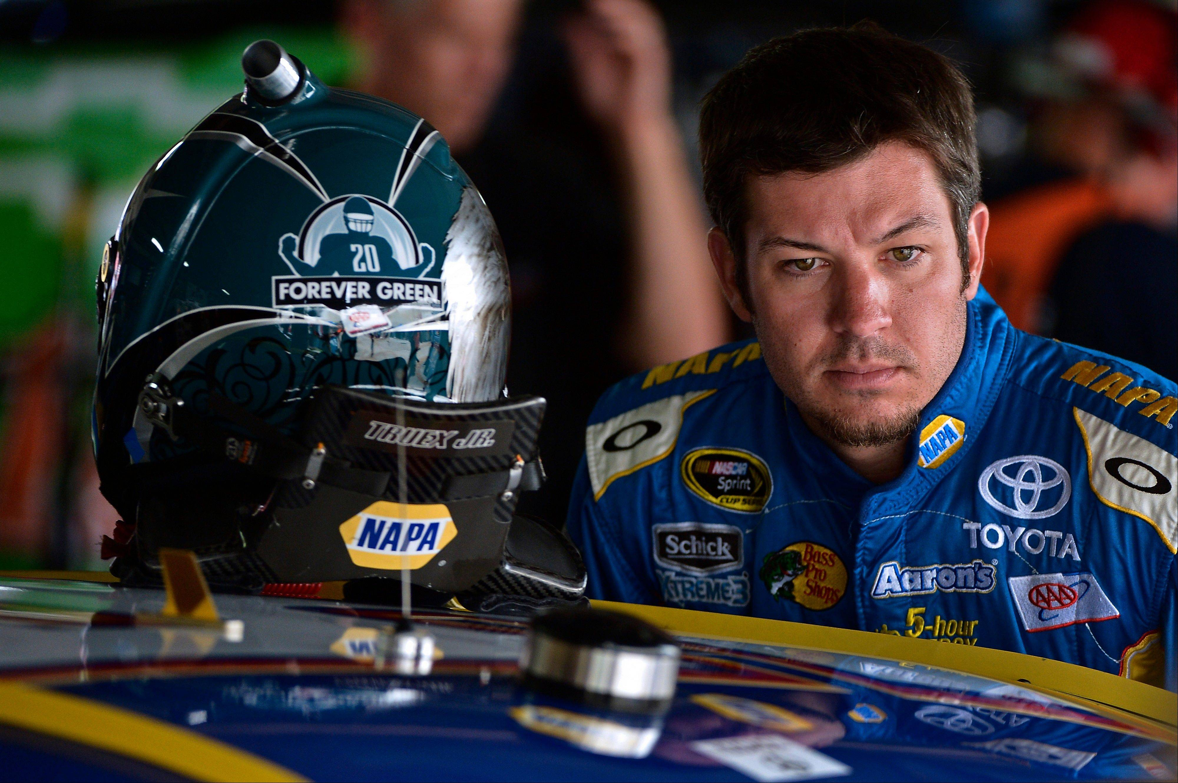 Truex looks to rediscover winning ways at Dover