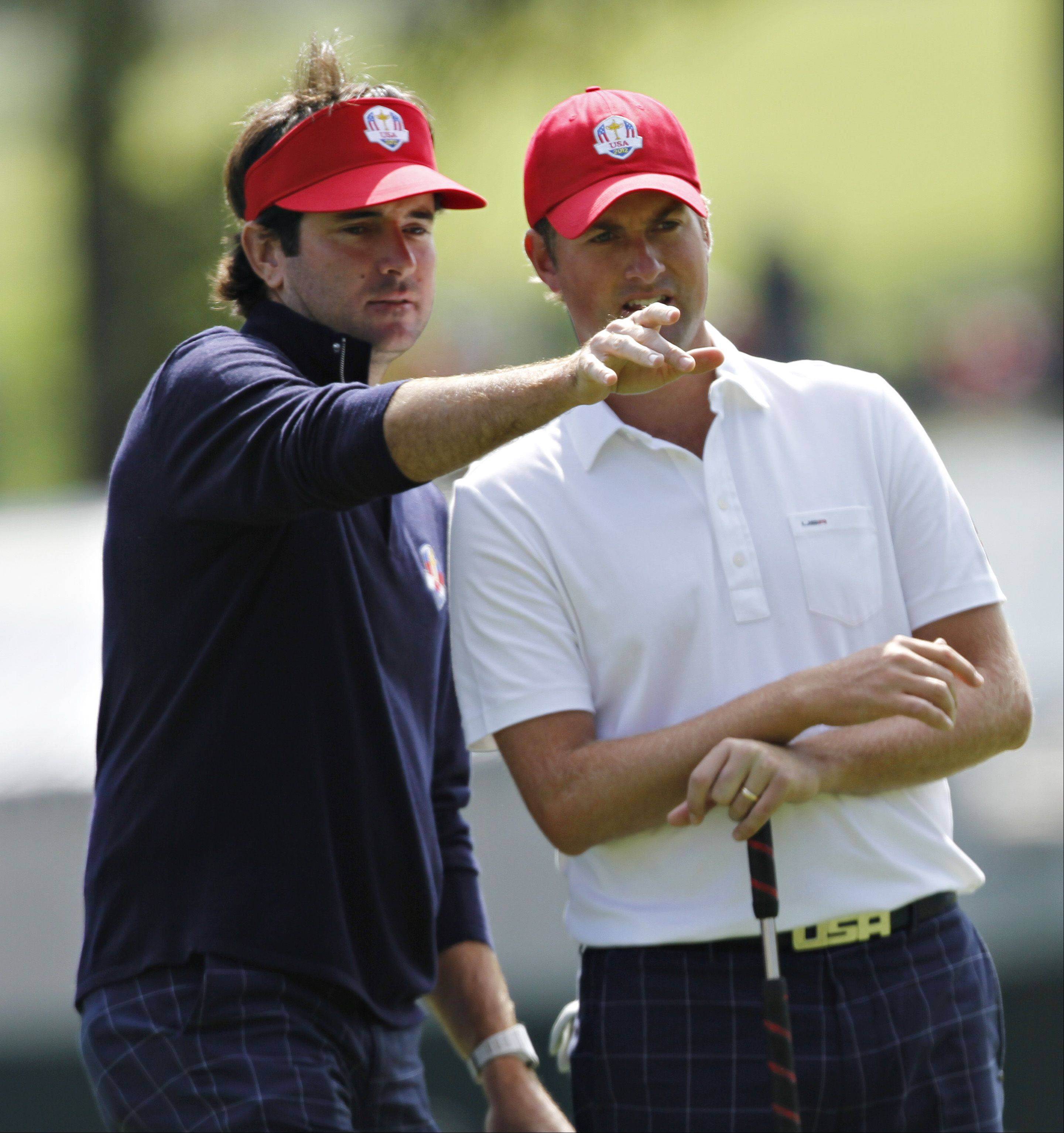 Teammates Bubba Watson and Webb Simpson discuss the putting line on number four.