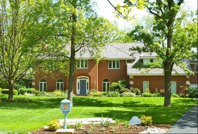 This Kildeer home is tucked away in a wooded area near the community�s bike trail.