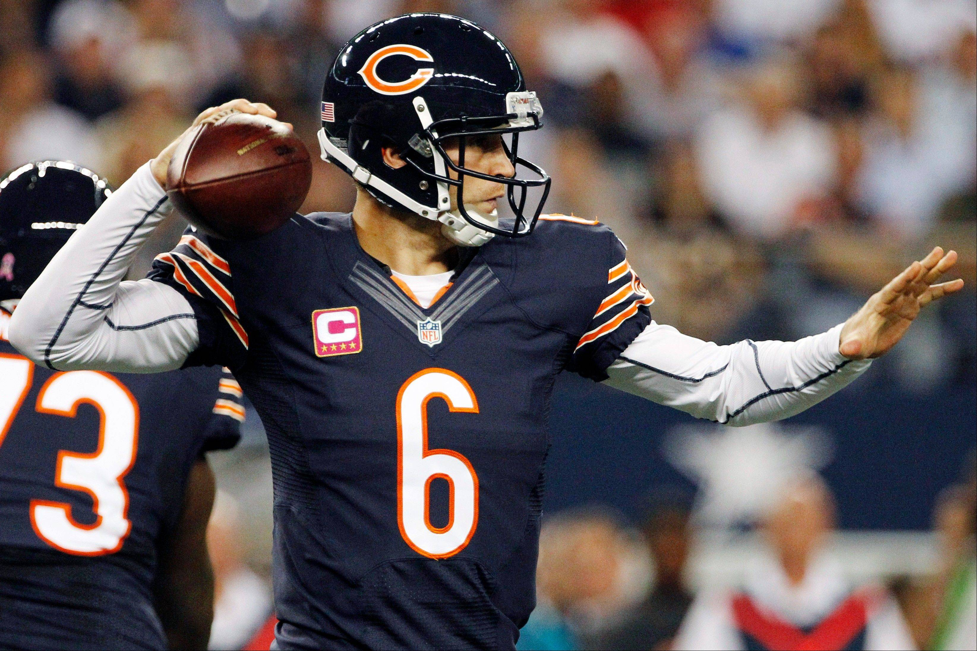 Chicago Bears quarterback Jay Cutler passes the ball.