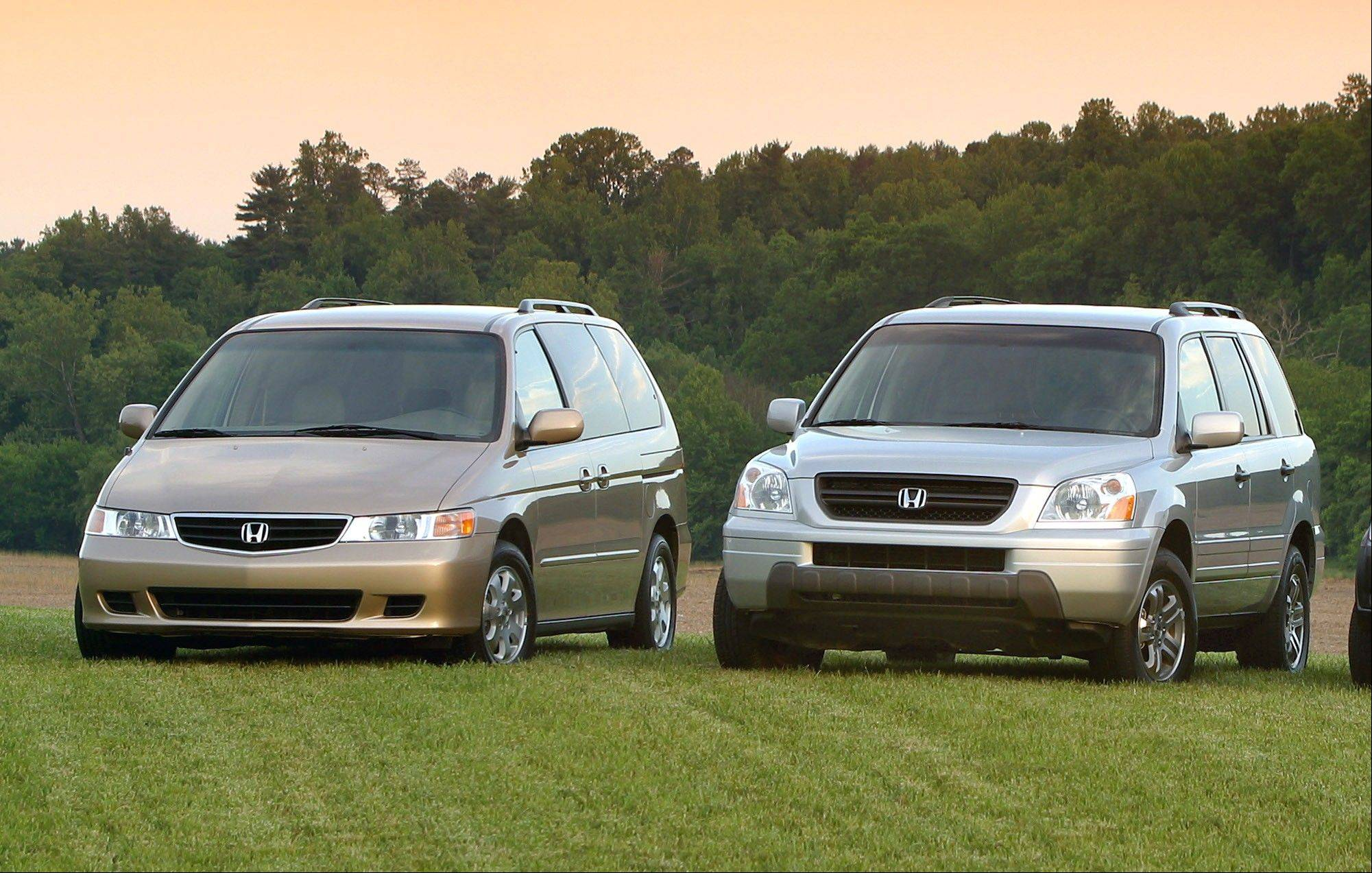 Safety regulators in the U.S. are investigating complaints that older Honda Odyssey Minivans and Pilot SUVs can roll away after drivers have removed the ignition key. The probe by the National Highway Traffic Safety Administration affects more than 577,000 vehicles from the 2003 and 2004 model years with automatic transmissions.