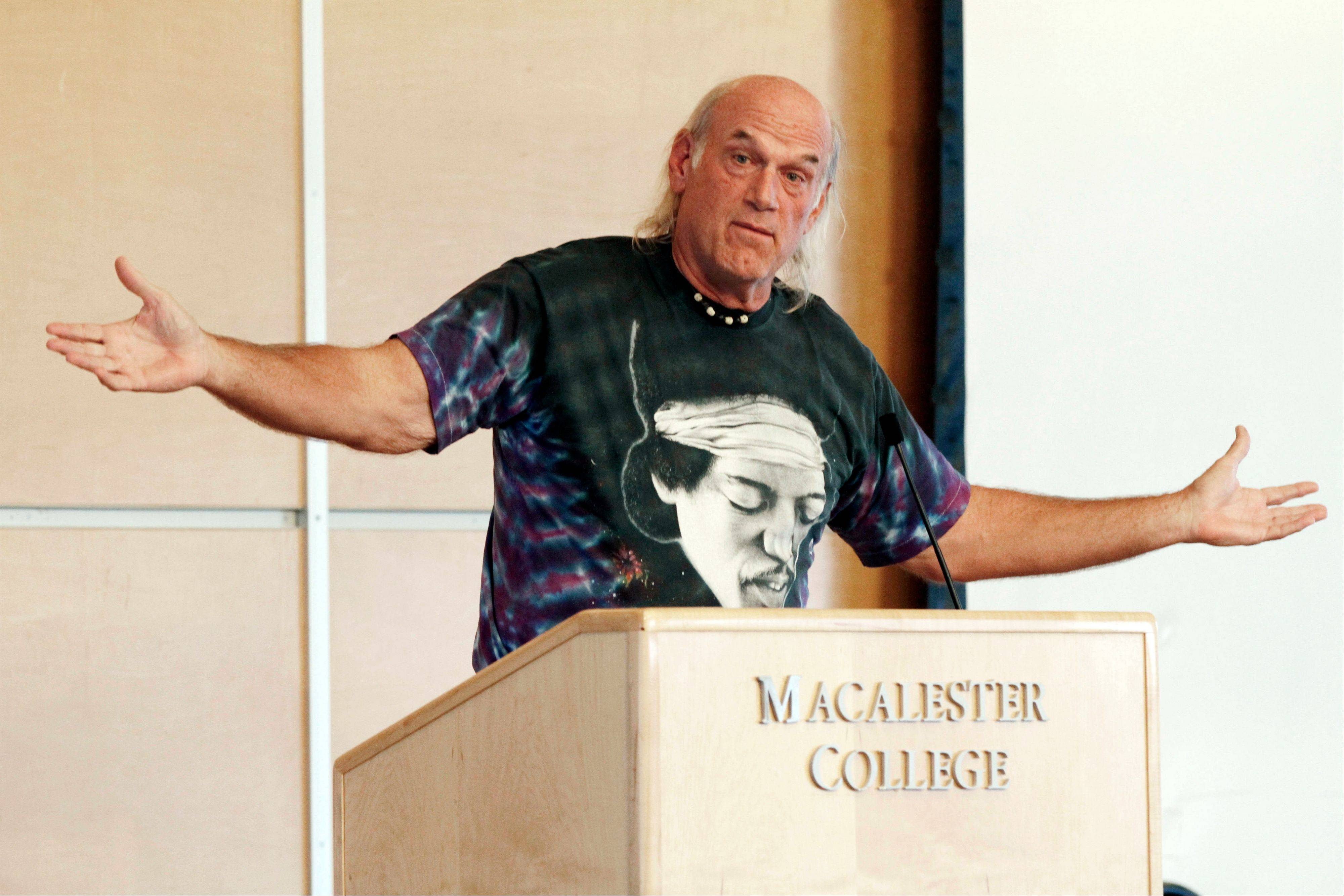 Former Minnesota Gov. Jesse Ventura speaks in support of Libertarian Party presidential nominee Gary Johnson.